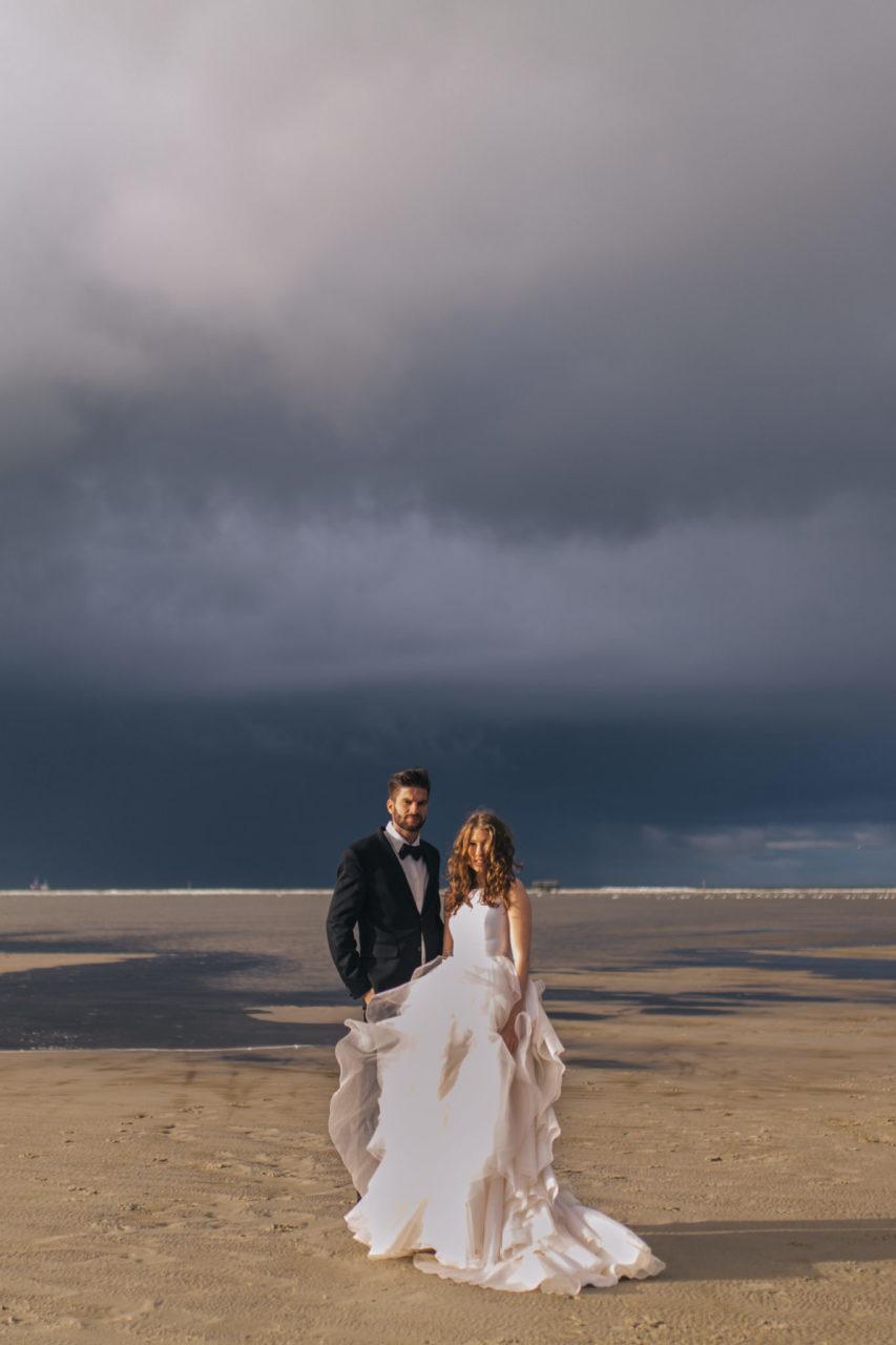 beach wedding in sankt peter ording a spectacular elopement. Black Bedroom Furniture Sets. Home Design Ideas