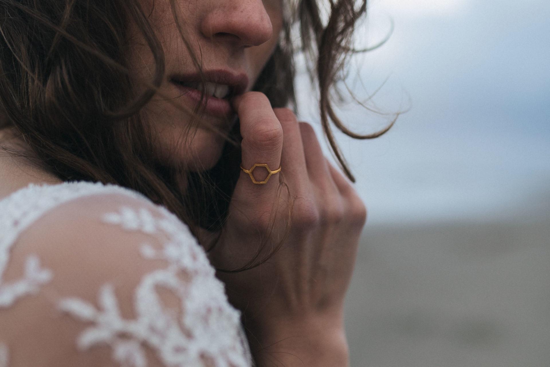 Hochzeitsfotograf Sankt Peter Ording Brautkleid Trauring Traumringe Michaela Römer Elfenkleid