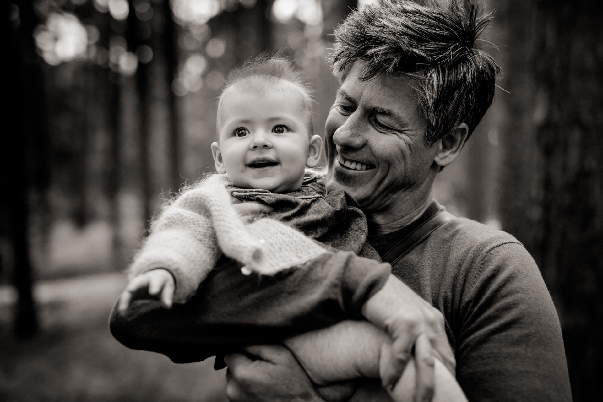 dad and daughter portrait-baby fashion-family photographer berlin