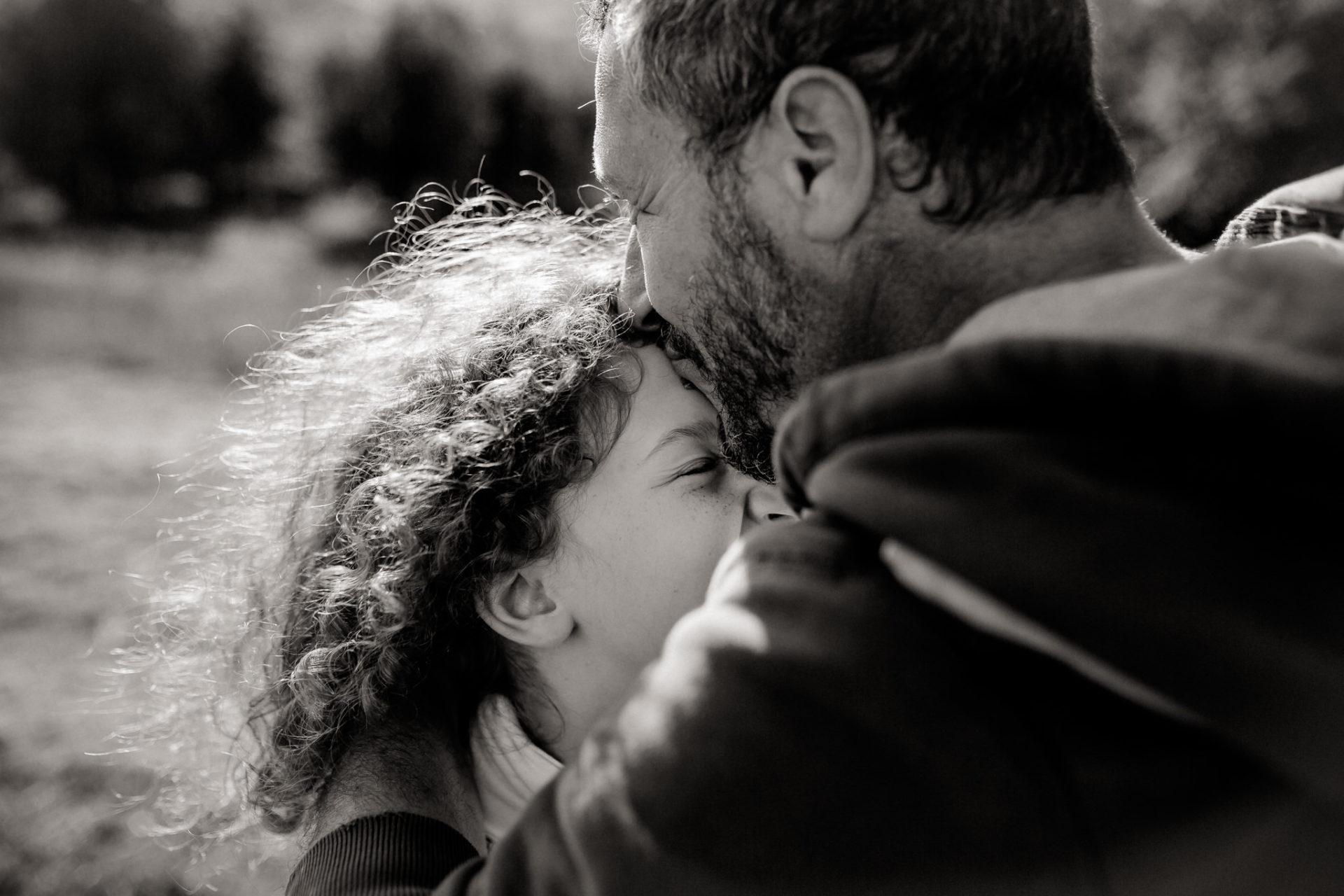 Familienbilder Urlaub-Family Fusion Italien-lebhafte Familie-italienischer Spirit-Dimora Santa Margherita-Vaterliebe-Papa und Tochter Foto