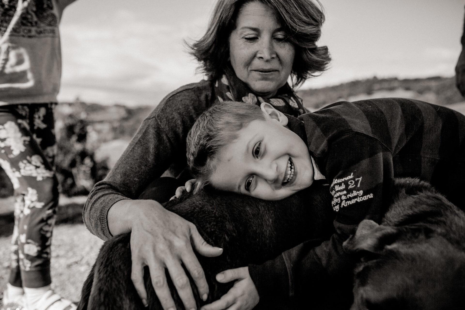 Familienbilder Urlaub-Family Fusion Italien-lebhafte Familie-italienischer Spirit-Dimora Santa Margherita-Ungestellte Familienbilder-familienfotograf Stuttgart