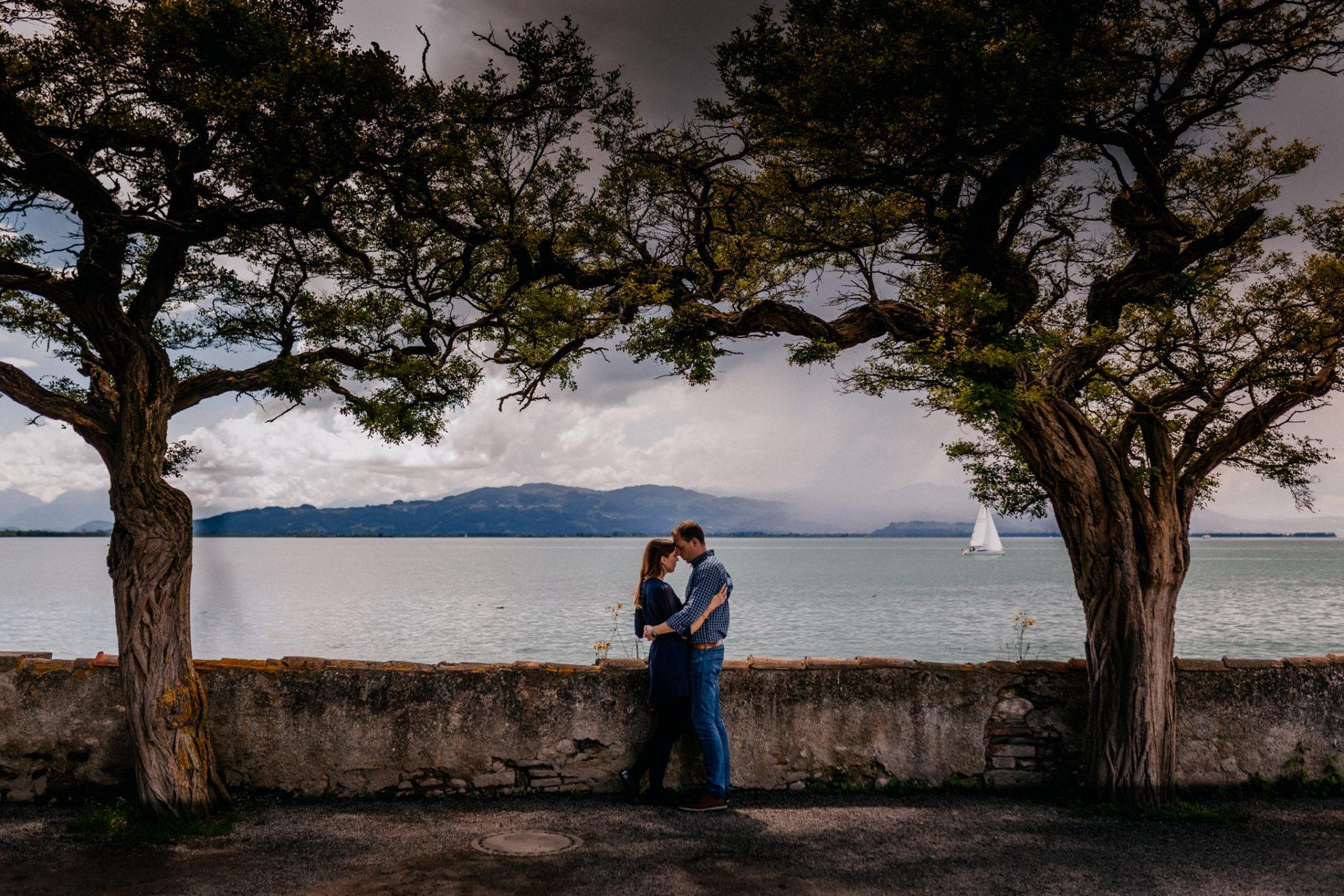 Hochzeitsfotograf Österreich-Bodensee Verlobungsbilder-Lindau Paarshooting-ungestellte portraits-kreative Hochzeitsreportagen-Bodenseehochzeit