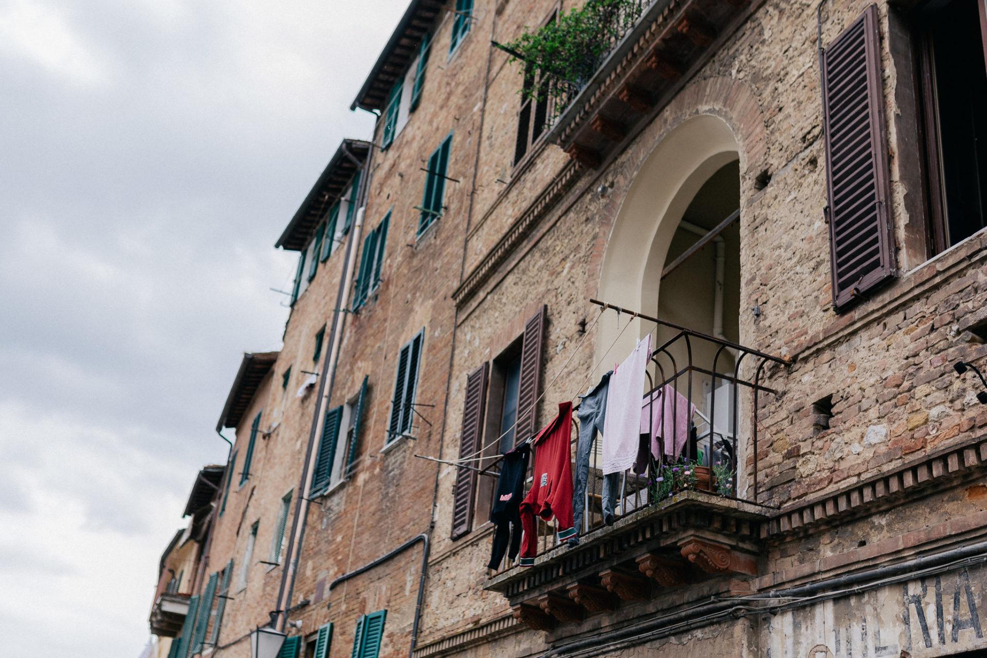 europa roadtrip mit hund-toskana entdecken-abseits der Touristen in Italien-hochzeitsfotograf Toskana-siena