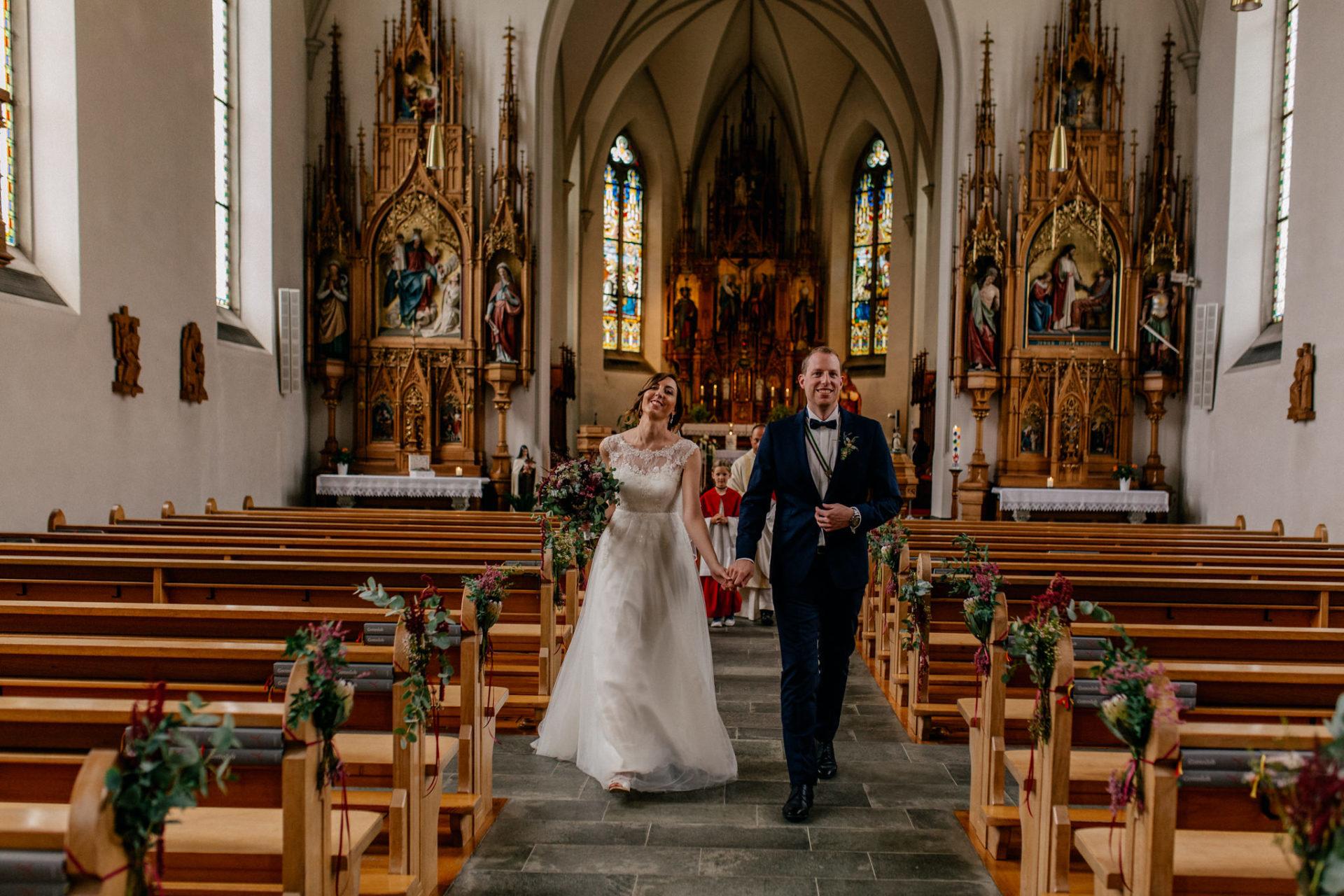 Hochzeitsfotograf Vorarlberg-Hüttenhochzeit-fraxern Kirche