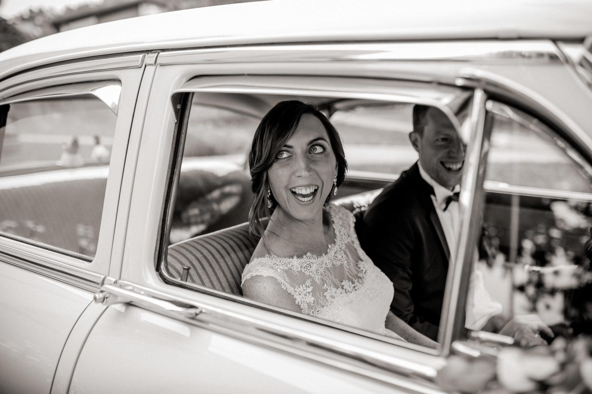 Hochzeitsfotograf Vorarlberg Millruette-Hüttenhochzeit-Brautauto Oldtimer