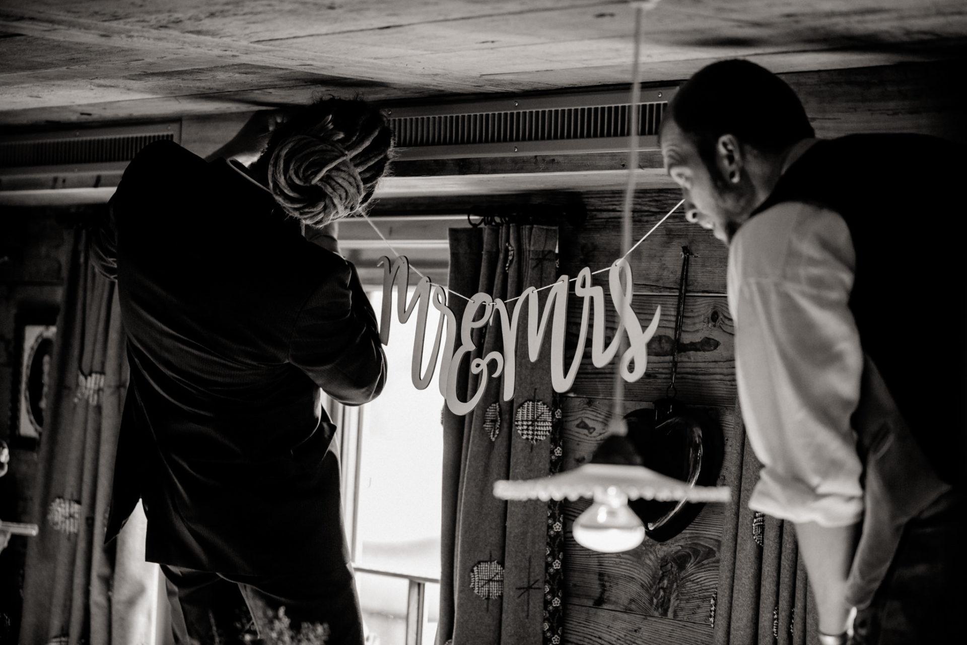 Hochzeitsfotograf Vorarlberg Millruette-Hüttenhochzeit-Tischdekoration
