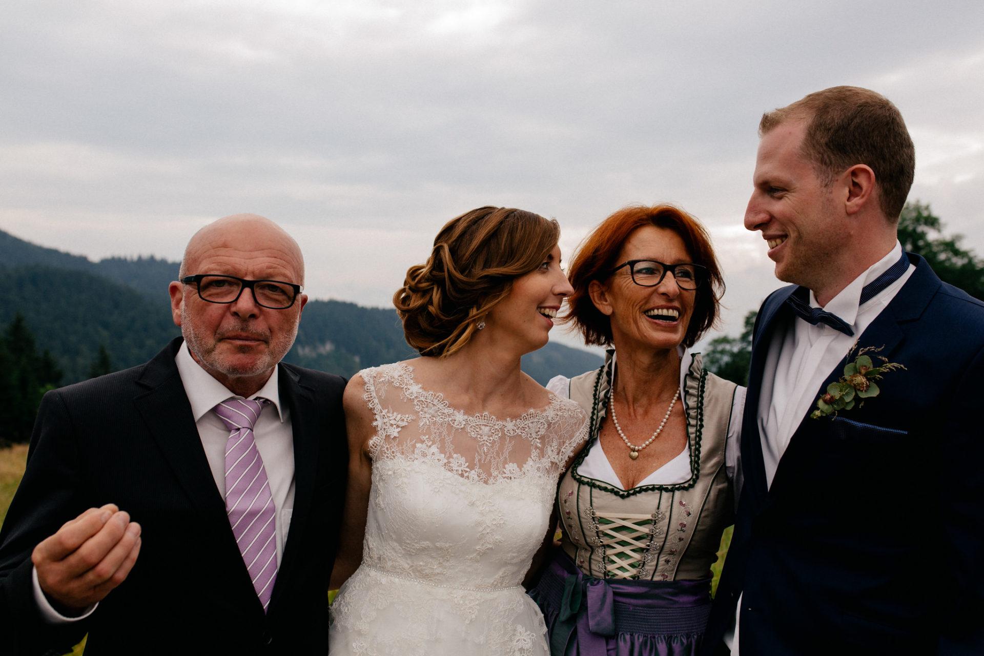 Hochzeitsfotograf Vorarlberg Millruette-Hüttenhochzeit-Familienfotos