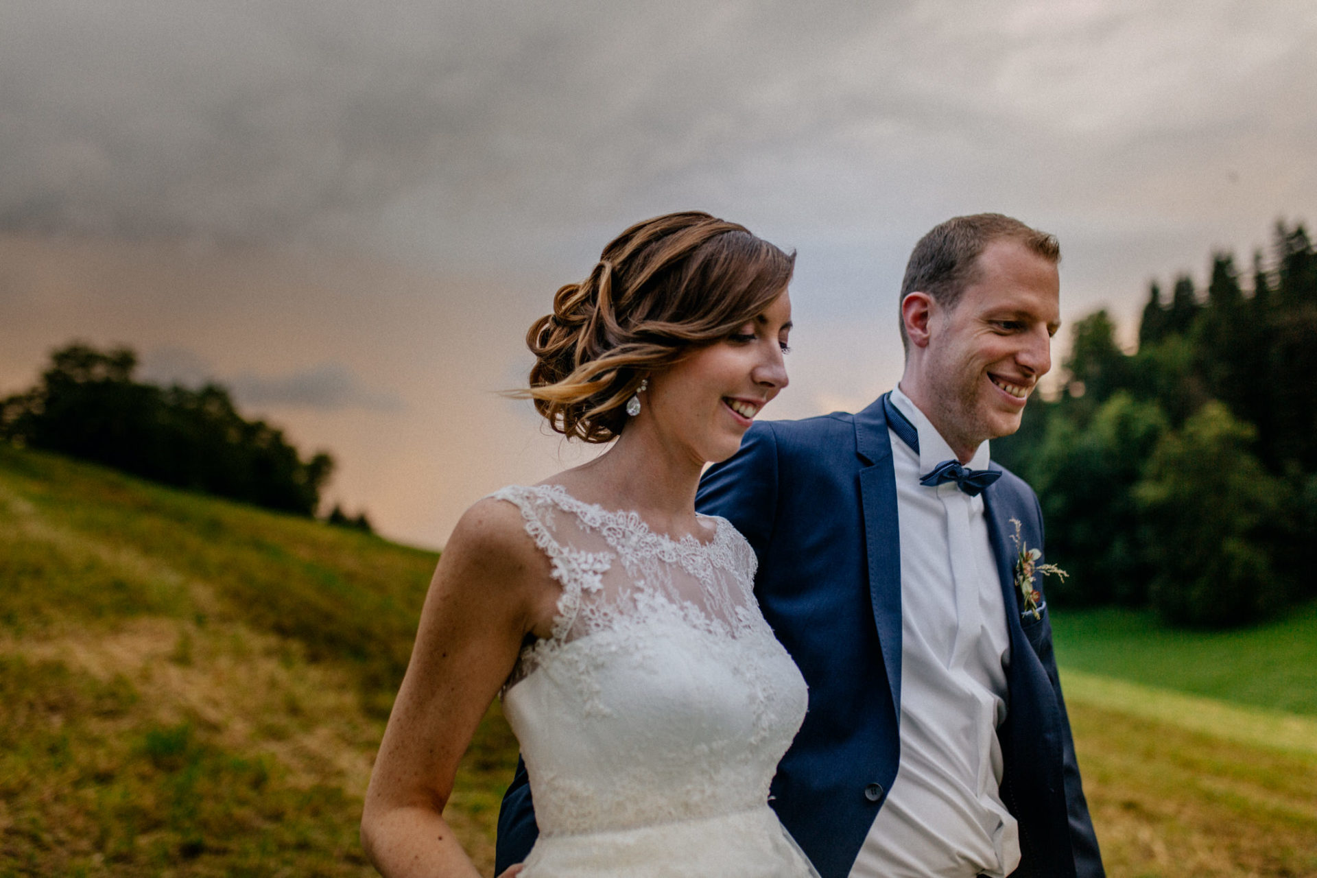 Hochzeitsfotograf Vorarlberg Millruette-Hüttenhochzeit-portrait Brautpaar sonnenuntergang