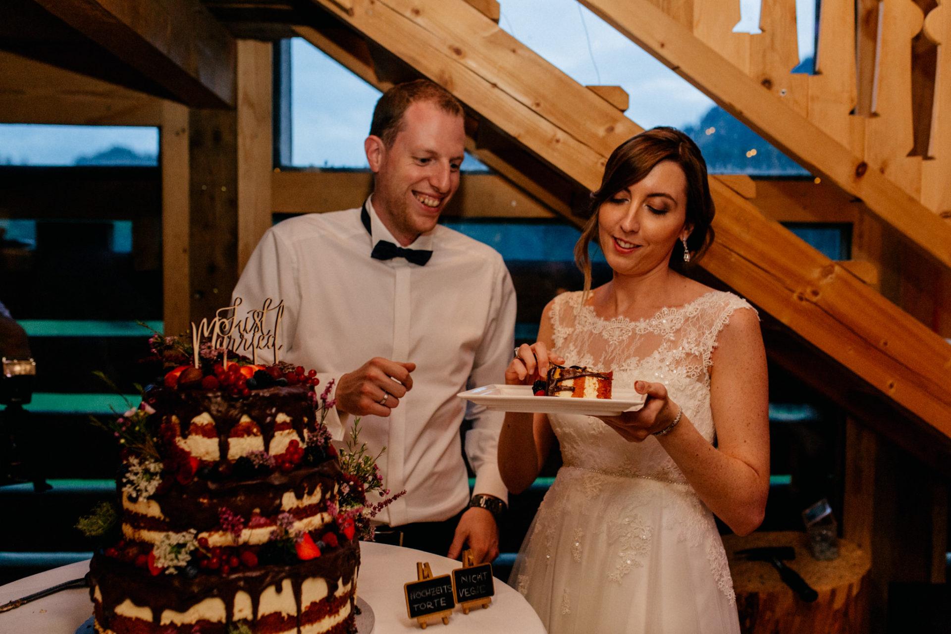 Hochzeitsfotograf Vorarlberg Millruette-Hüttenhochzeit-Hochzeitstorte
