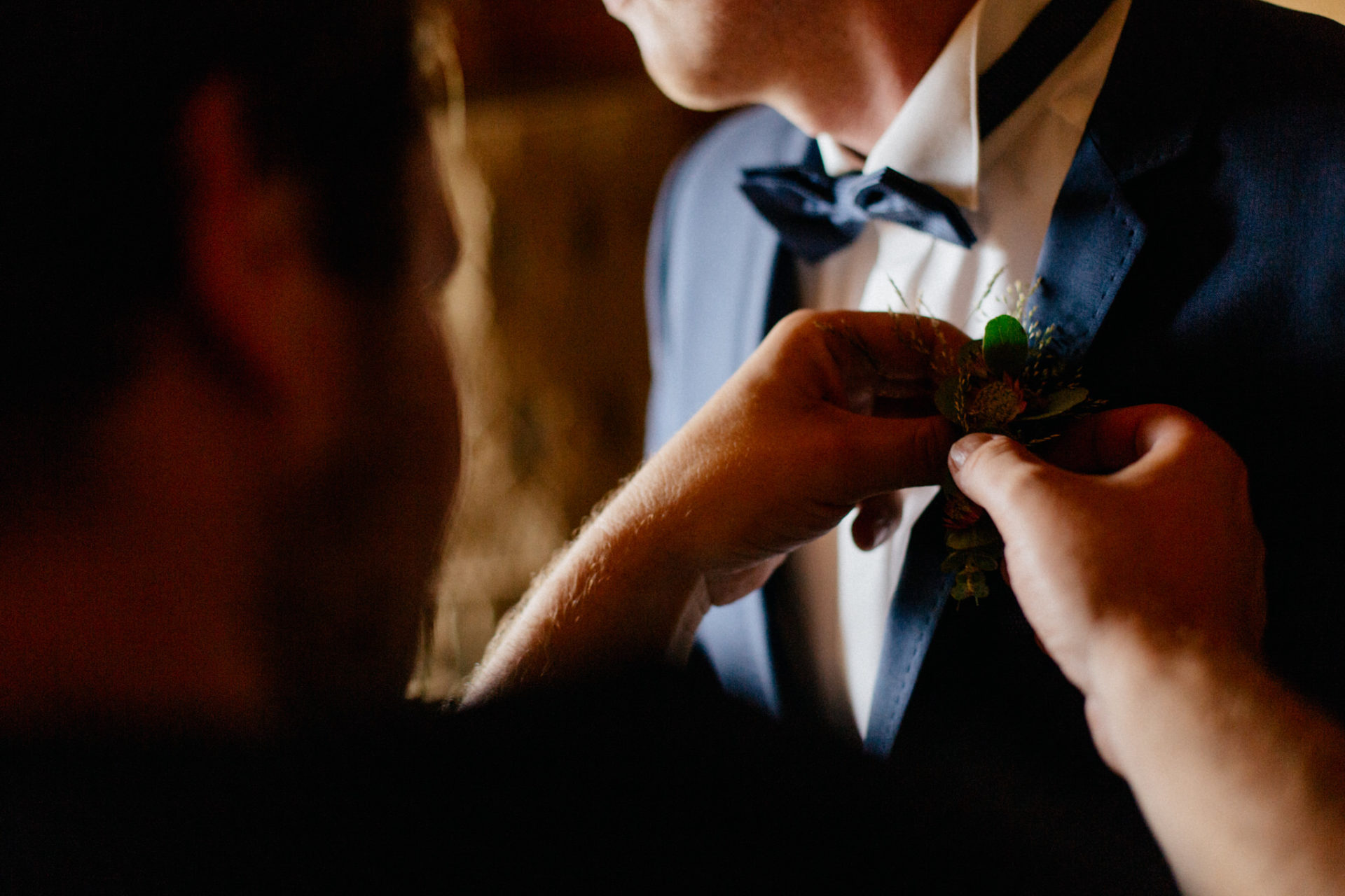 Hochzeitsfotograf Vorarlberg-Hüttenhochzeit-bräutigam getting ready