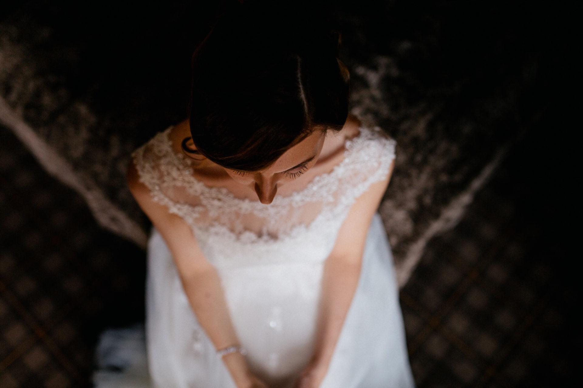 Hochzeitsfotograf Vorarlberg-Hüttenhochzeit-braut getting ready