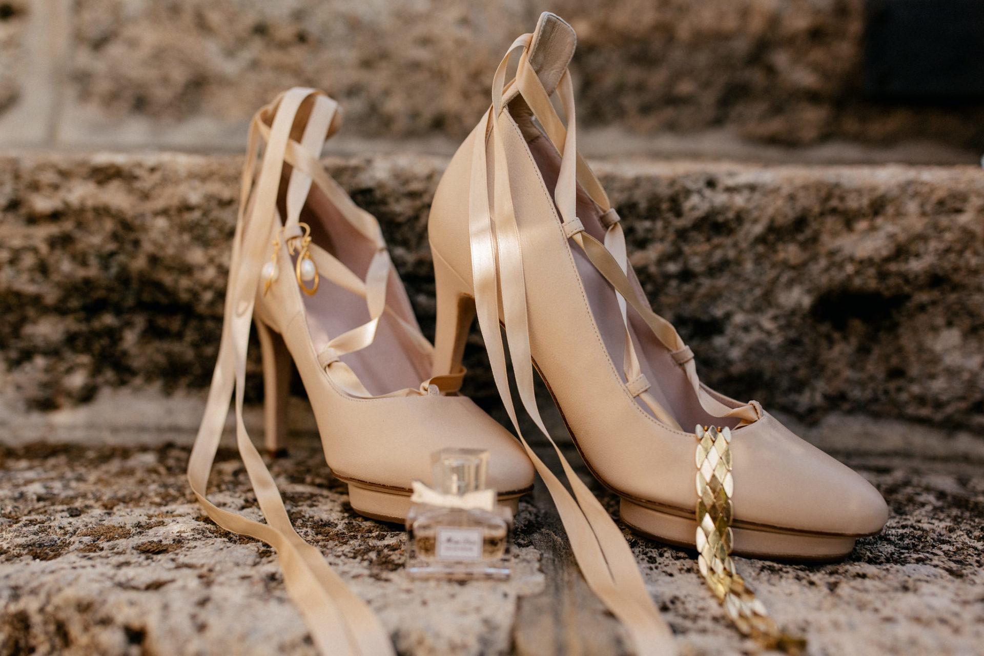 Hochzeitsfotograf Amalfi Küste-heiraten Italien-Paestum Hochzeit-brautschuhe creme hoch