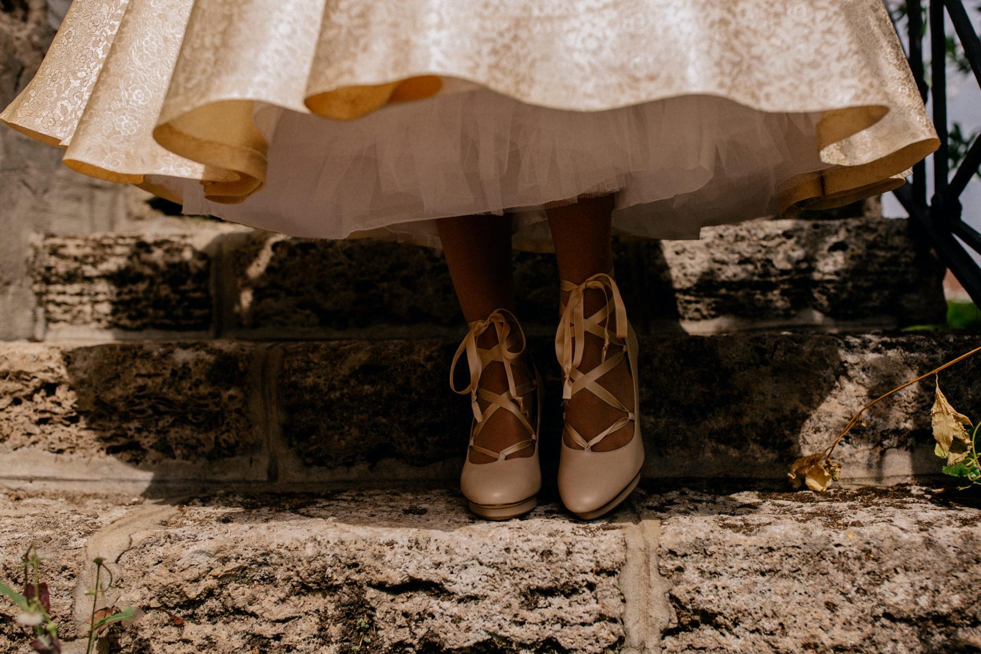 Hochzeitsfotograf Amalfi Küste-heiraten Italien-Paestum Hochzeit-high heels beige