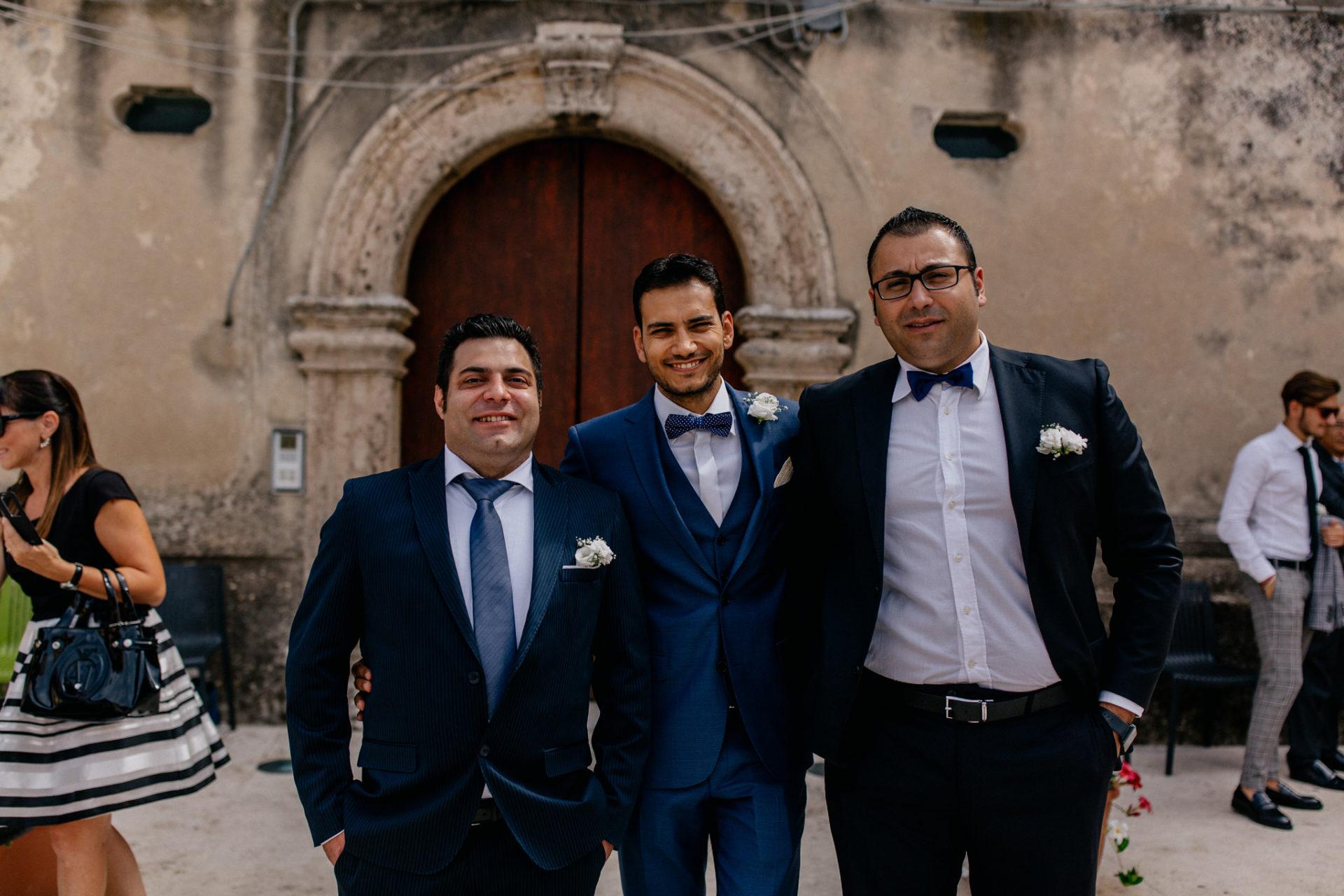 Hochzeitsfotograf Amalfi Küste-heiraten Italien-Paestum Hochzeit-bräutigam und Trauzeugen