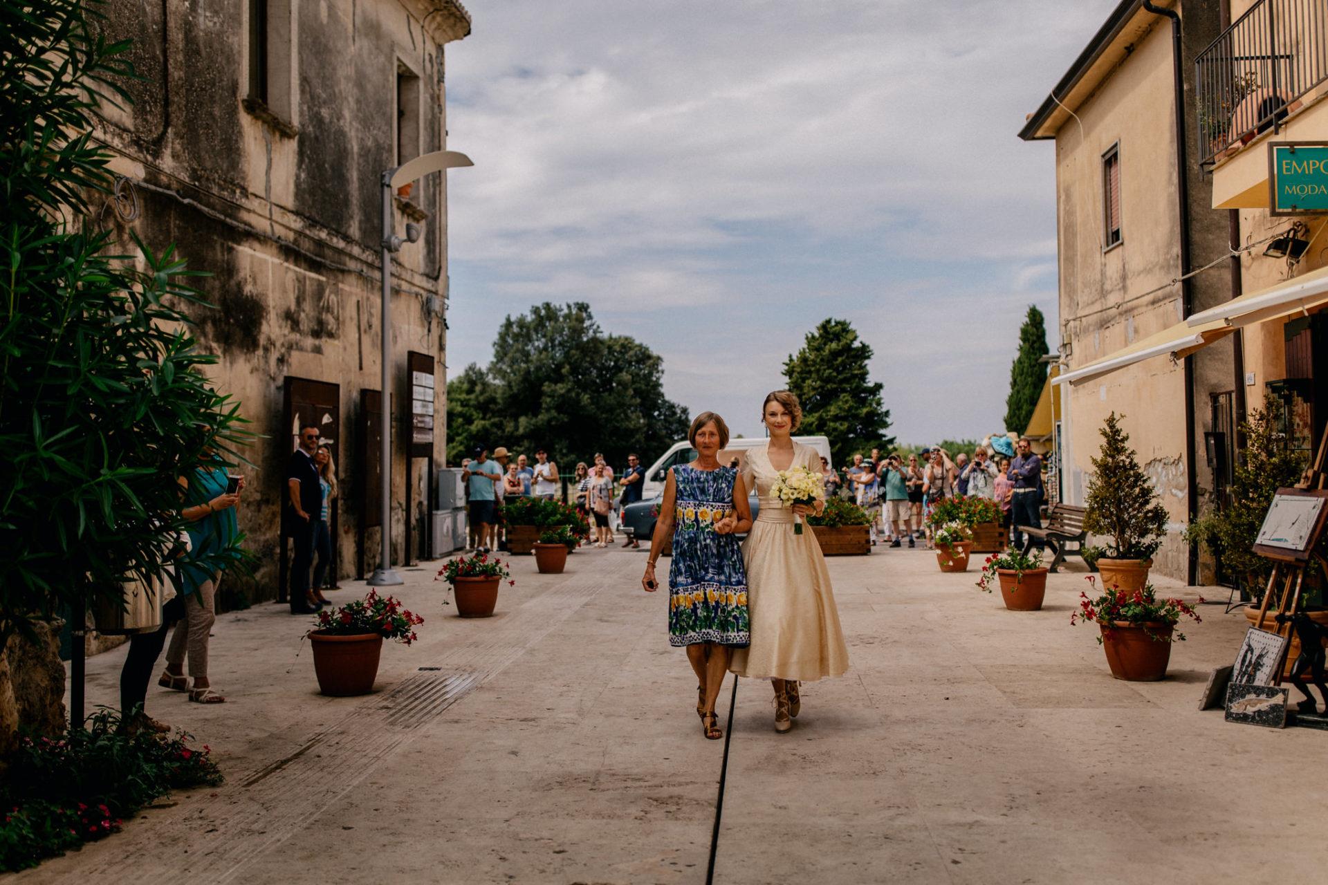 Hochzeitsfotograf Amalfi Küste-heiraten Italien-Paestum Hochzeit-Brautmutter und braut