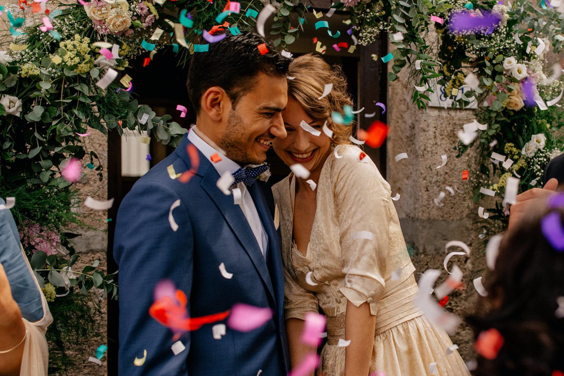 Hochzeitsfotograf Amalfi Küste-heiraten Italien Paestum-konfetti reis werfen