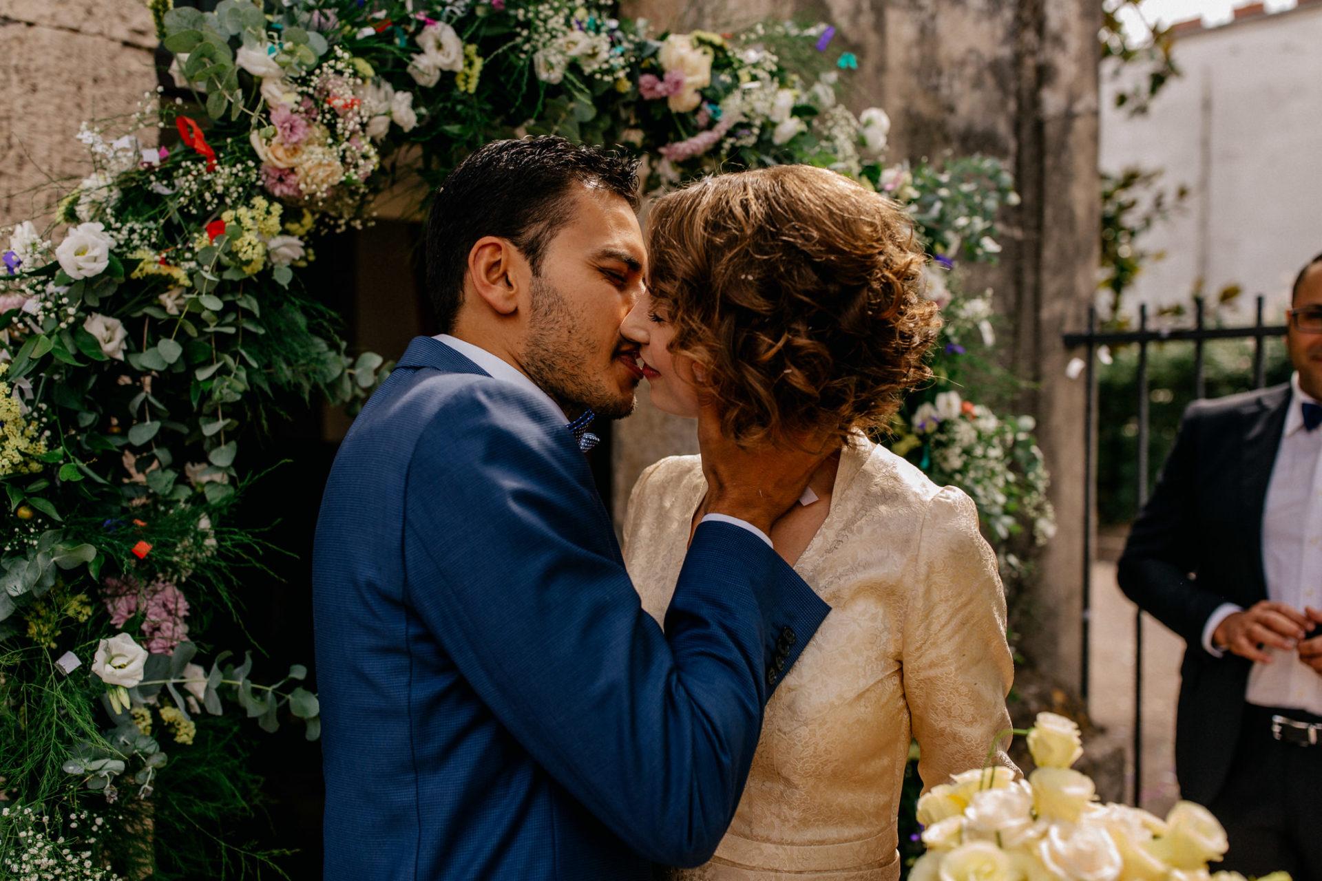Hochzeitsfotograf Amalfi Küste-heiraten Italien Paestum Tempel-Kuss