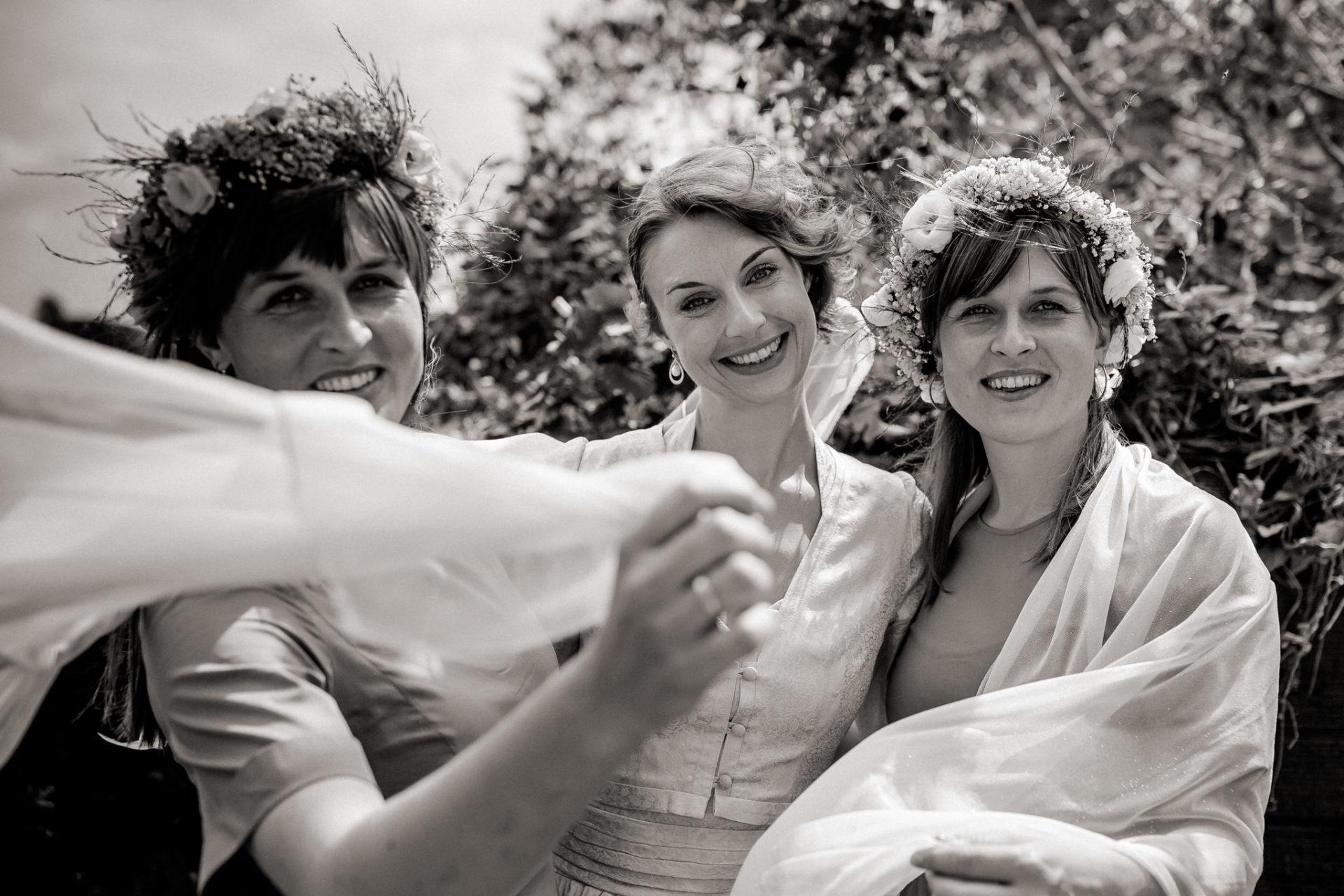 Hochzeitsfotograf Amalfi Küste-heiraten Italien-braut und Trauzeuginnen