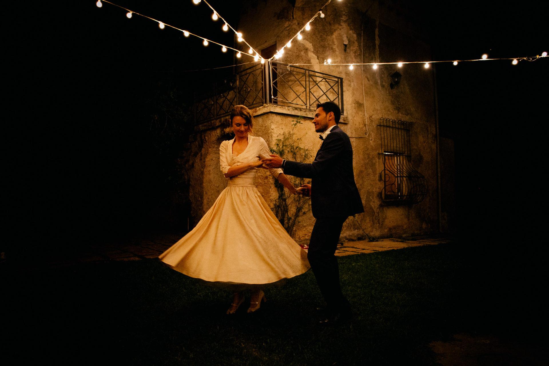 Hochzeitsfotograf Amalfi Küste-heiraten Italien-Brauttanz im Freien