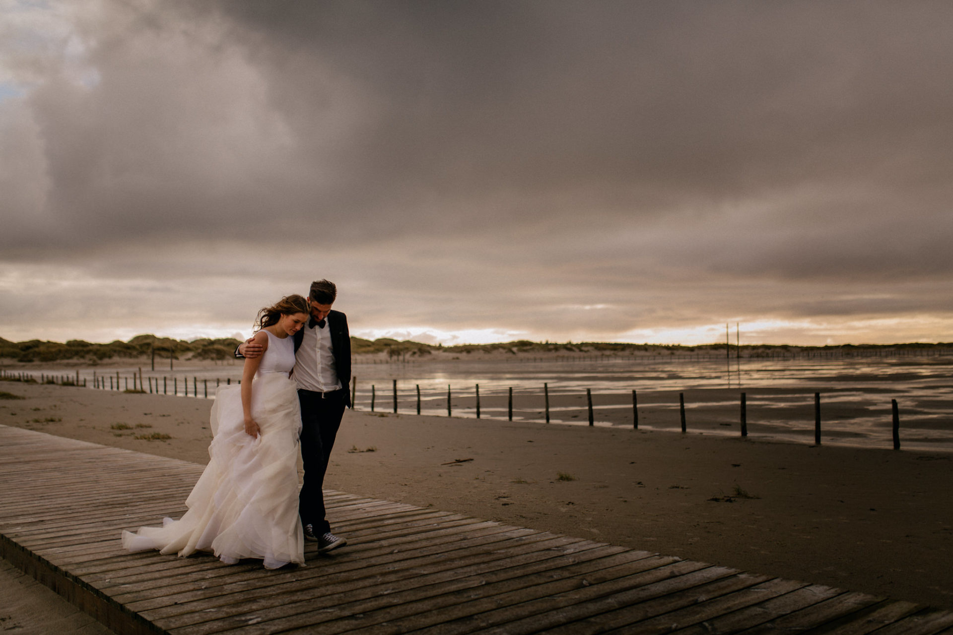 sank peter wording wedding photographer-beach wedding germany thunderstorm-couple portrait-elfenkleid dress