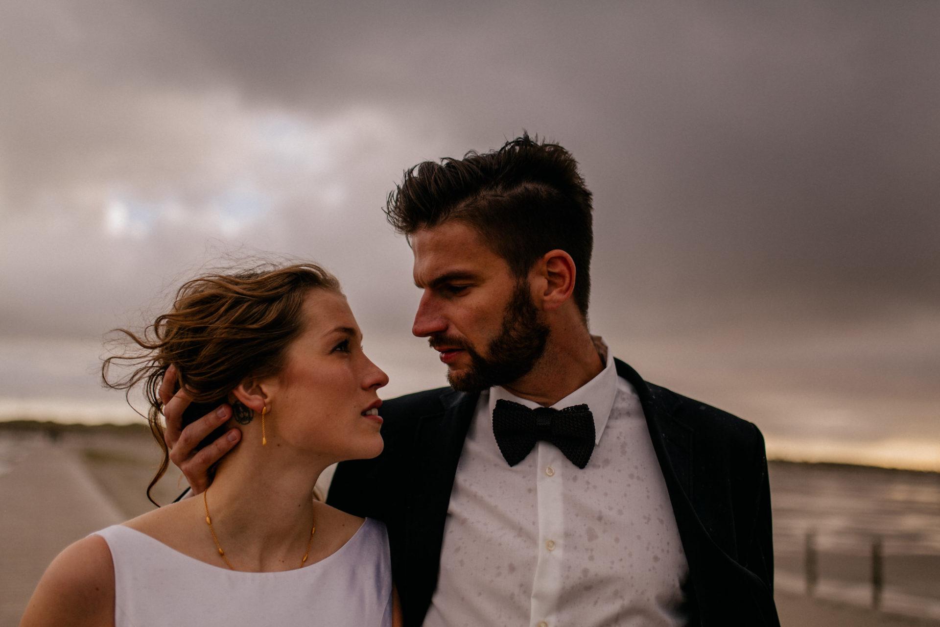 sank peter wording wedding photographer-beach wedding germany thunderstorm-couple portrait-elfenkleid dress