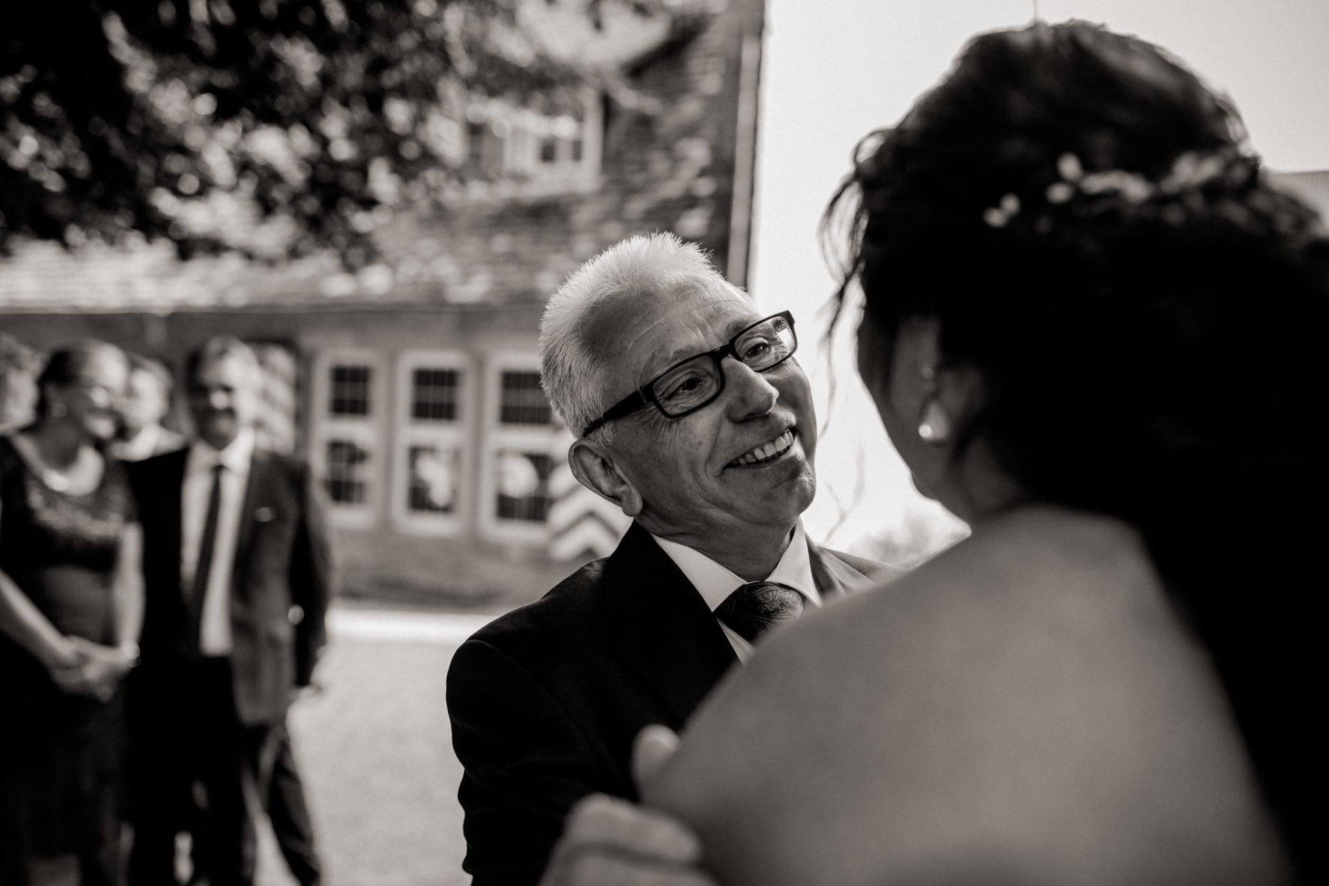 hochzeitsfotograf schloss heinsheim-elegant heiraten-Schafstall Heinsheim-Natürliche Portraits-Ungestellte Hochzeitsbilder