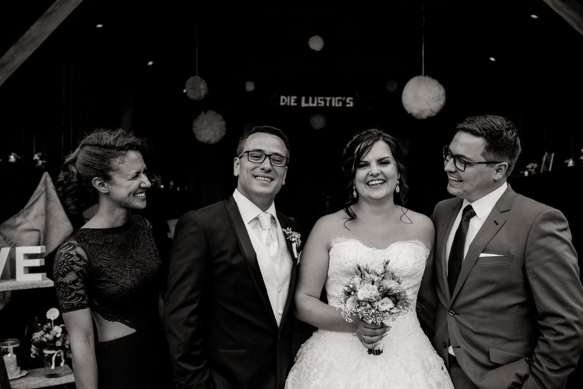 hochzeitsfotograf schloss heinsheim-elegant heiraten-Schafstall Heinsheim-Familienfotos-Natürliche Portraits