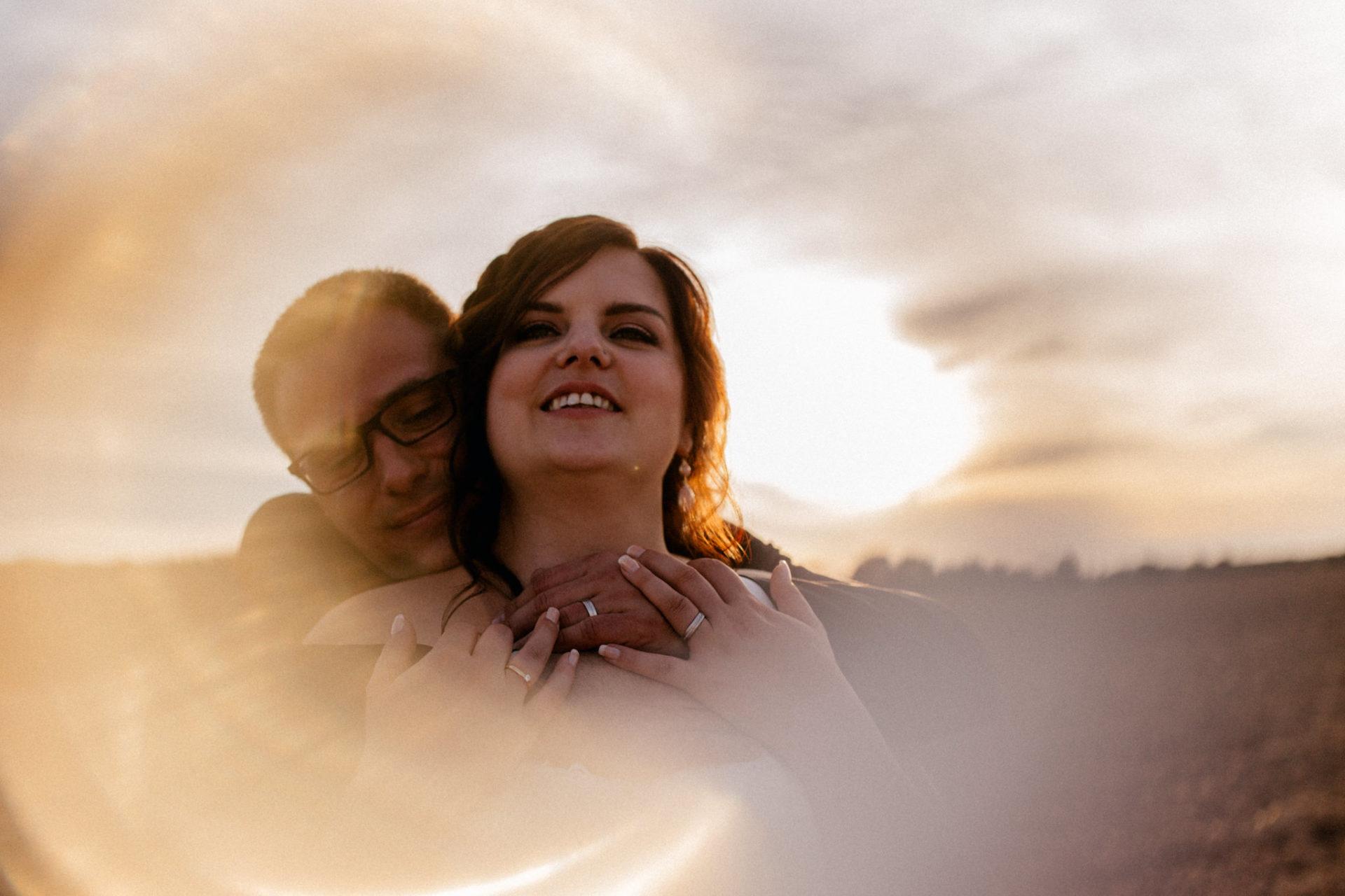 hochzeitsfotograf schloss heinsheim-elegant heiraten-Schafstall Heinsheim-Sonnenuntergang Portraits-Natürliche Hochzeitsbilder