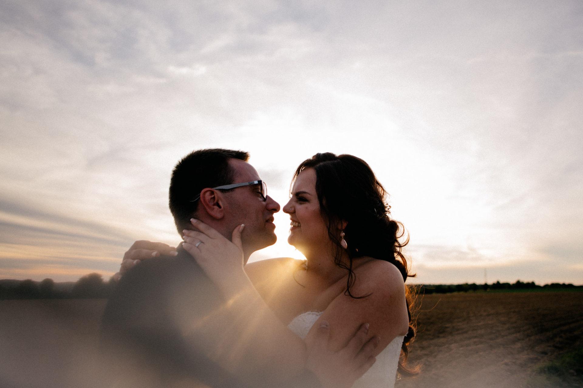 hochzeitsfotograf schloss heinsheim-elegant heiraten-Schafstall Heinsheim-Sonnenuntergang Portrait-
