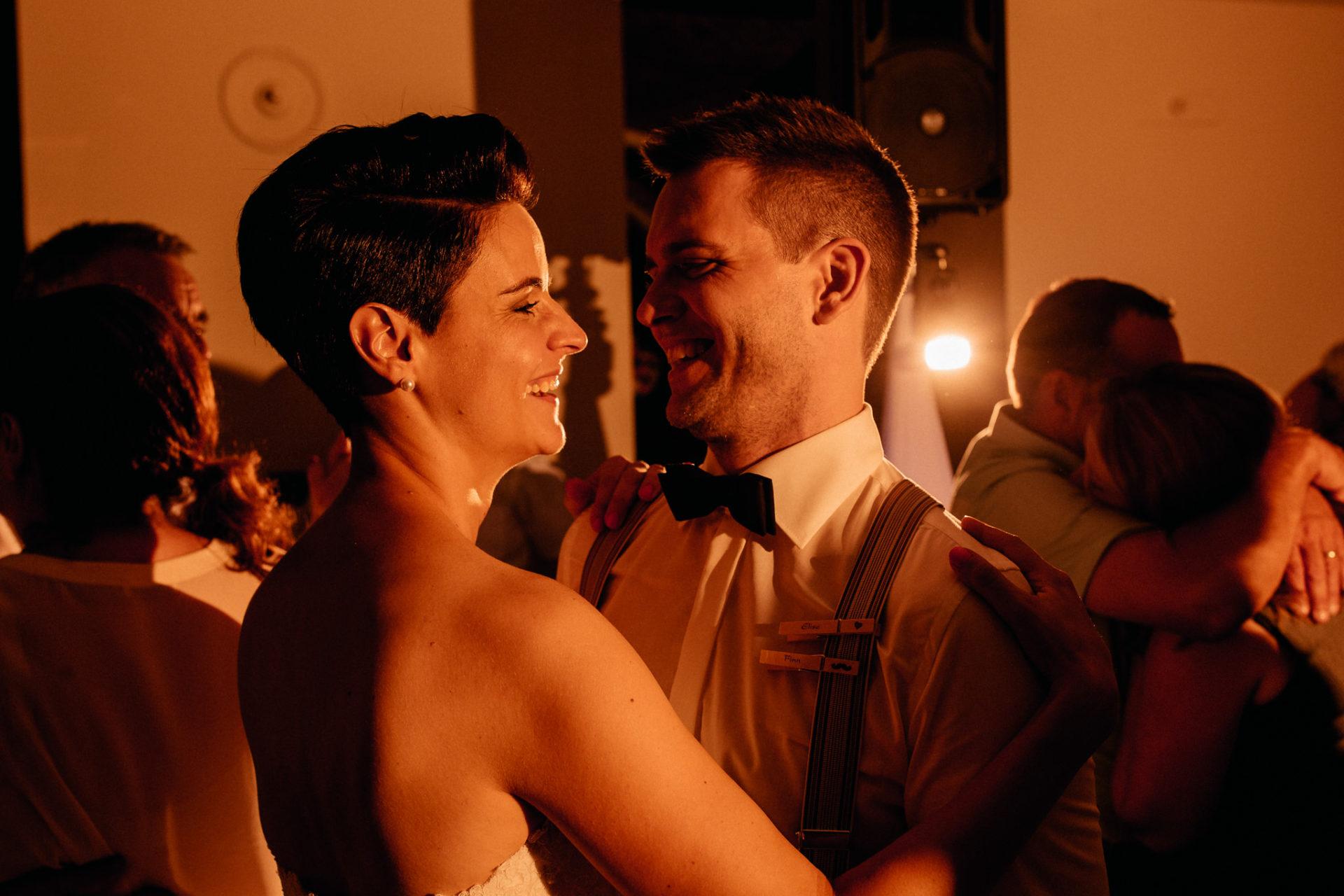 Weingut Fitz Ritter Hochzeitsfotograf-heiraten Pfalz-Sommerhochzeit Party