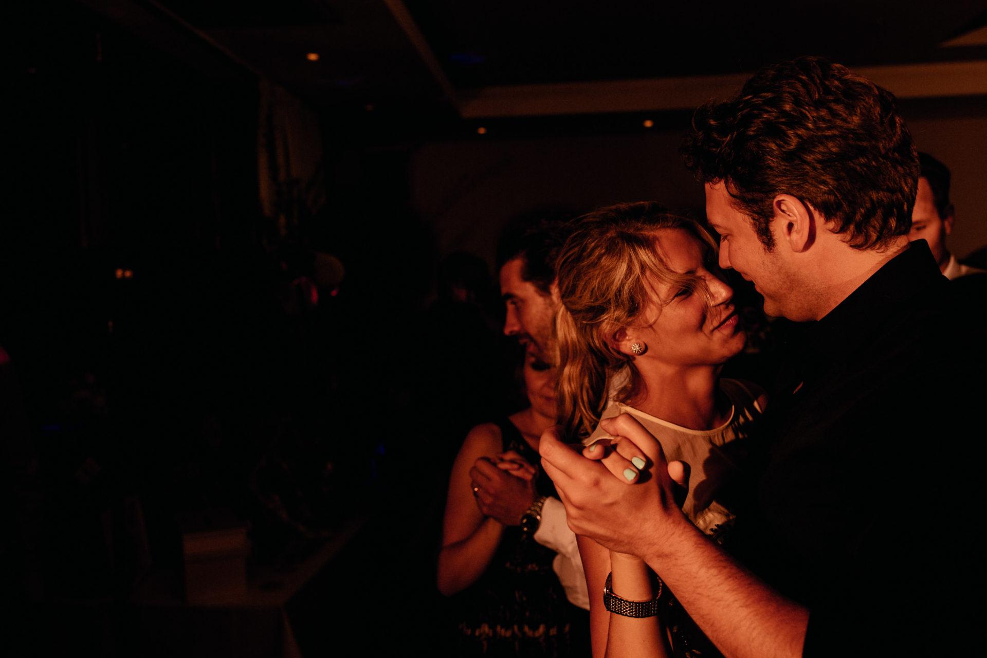 Weingut Fitz Ritter Hochzeitsfotograf-heiraten Pfalz-Sommerhochzeit Party Tanzen