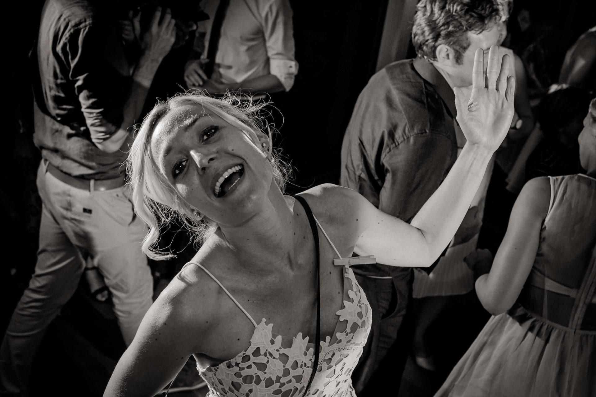 Weingut Fitz Ritter Hochzeitsfotograf-heiraten Pfalz-Sommerhochzeit Party Tanz