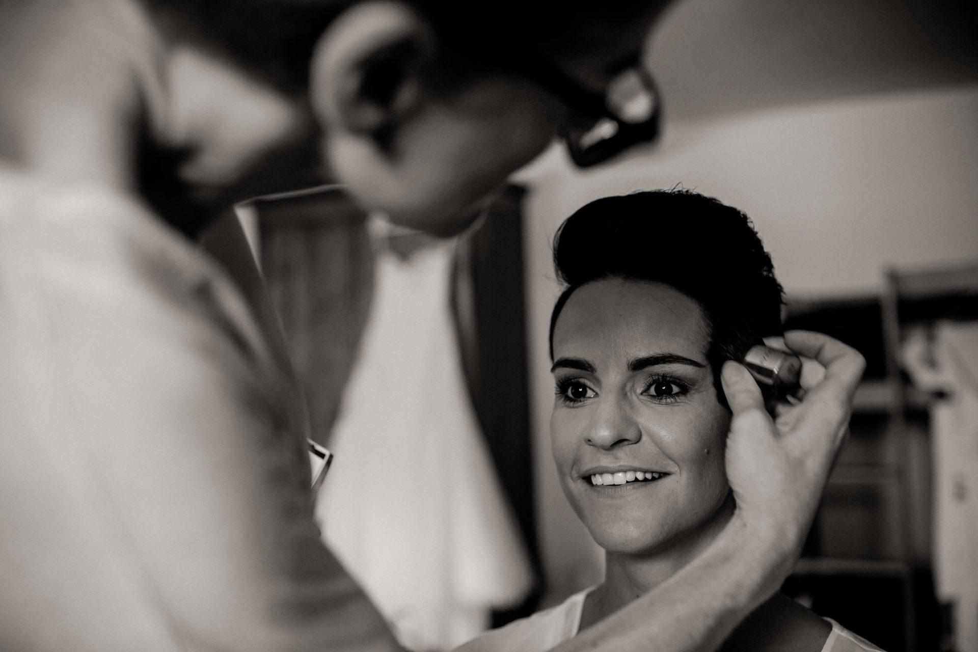 Weingut Fitz Ritter Hochzeitsfotograf-heiraten Pfalz-Sommerhochzeit Mary Kay getting ready Braut Kosmetik