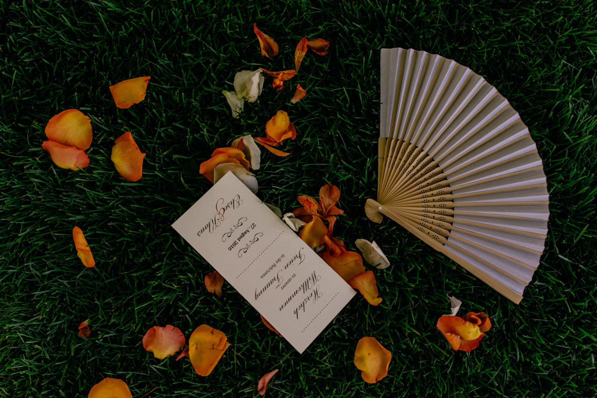 Weingut Fitz Ritter Hochzeitsfotograf-heiraten Pfalz-Sommerhochzeit Fächer Einladung