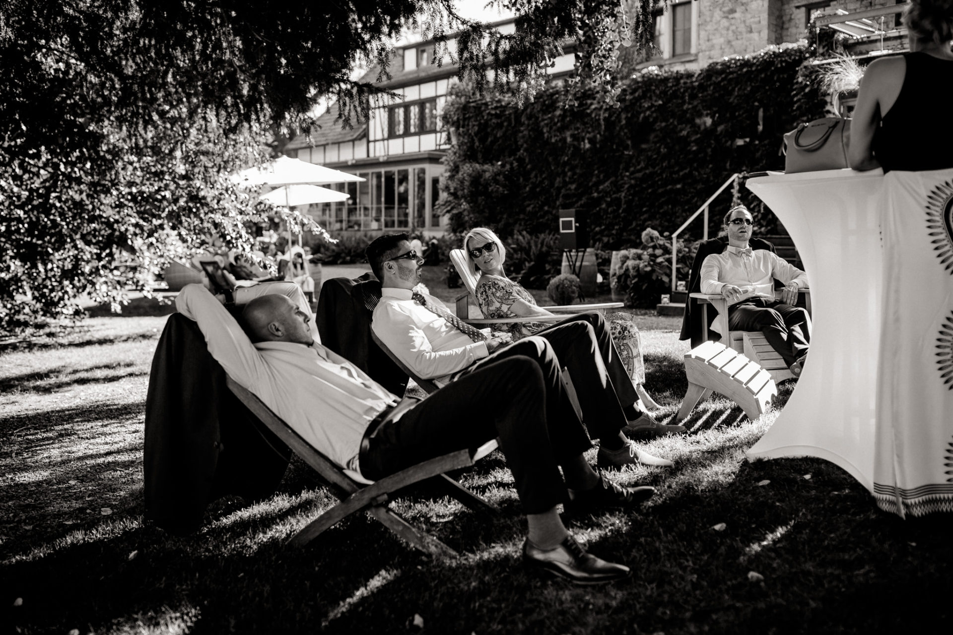 Weingut Fitz Ritter Hochzeitsfotograf-heiraten Pfalz-Sommerhochzeit Garten Liegestühle