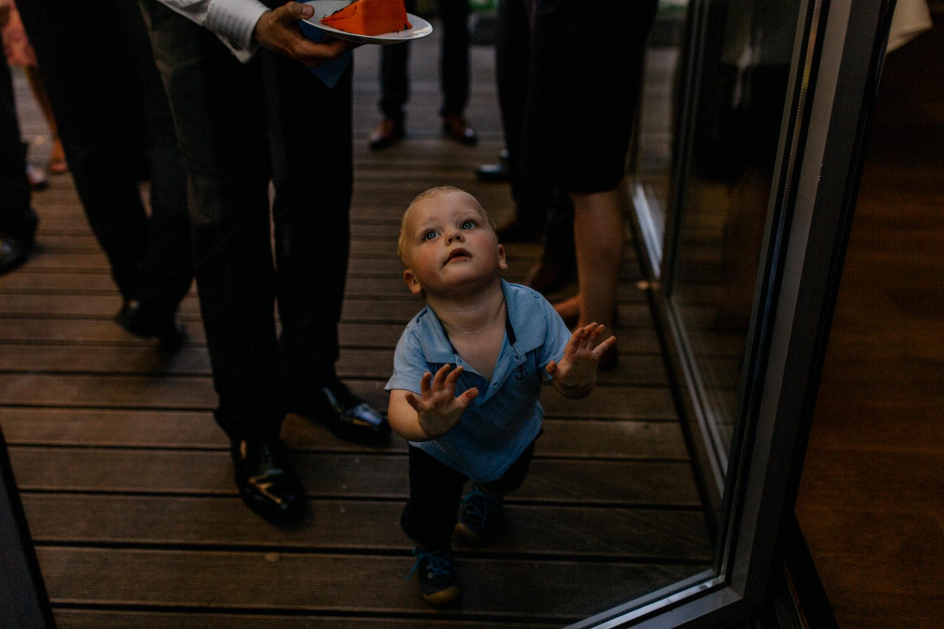 Weingut Fitz Ritter Hochzeitsfotograf-heiraten Pfalz-Sommerhochzeit Kind