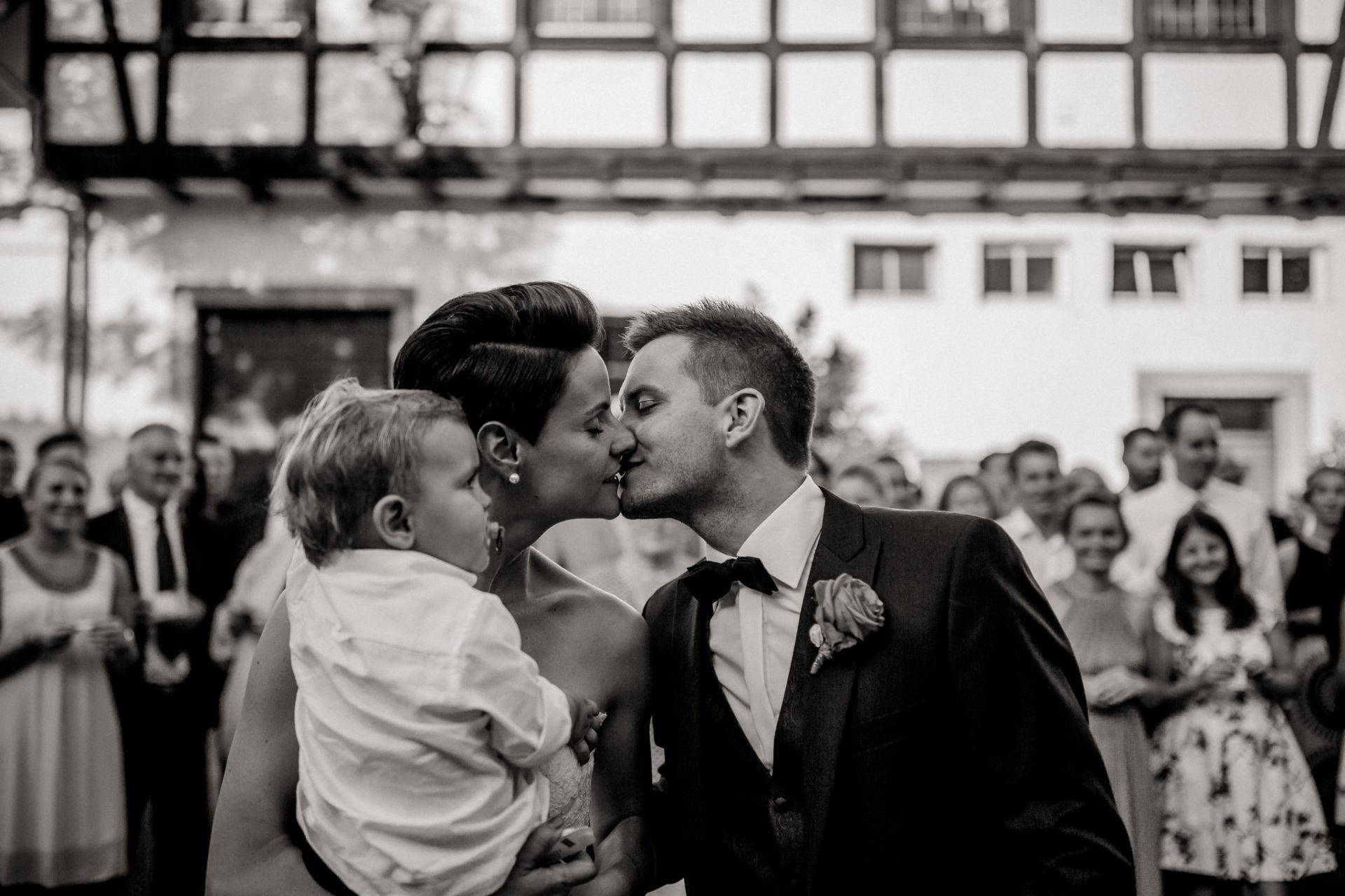 Weingut Fitz Ritter Hochzeitsfotograf-heiraten Pfalz-Sommerhochzeit Brautpaar Hochzeitsgesellschaft Gruppenfoto