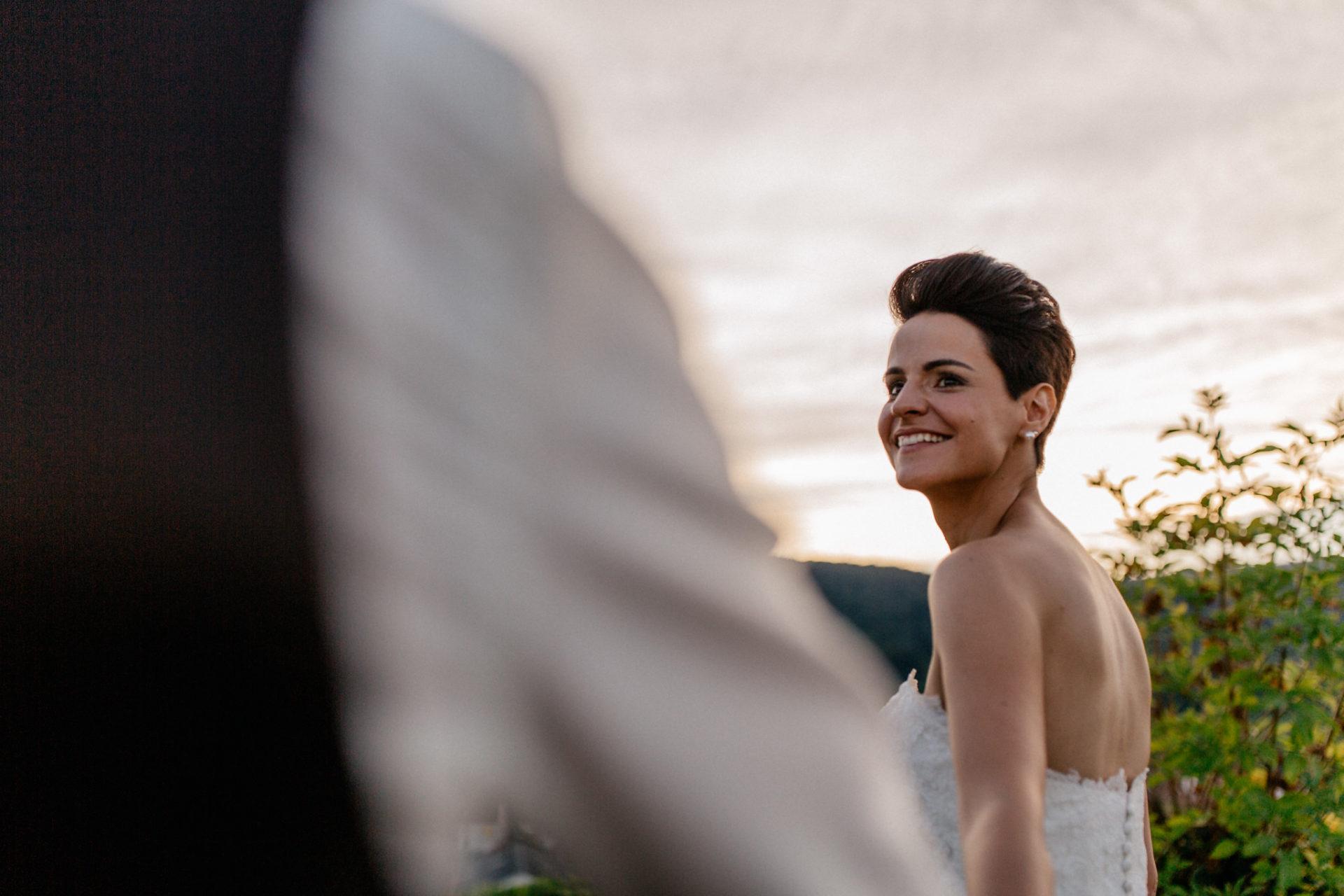 Weingut Fitz Ritter Hochzeitsfotograf-heiraten Pfalz-Sommerhochzeit Braut und Bräutigam Sonnenuntergang