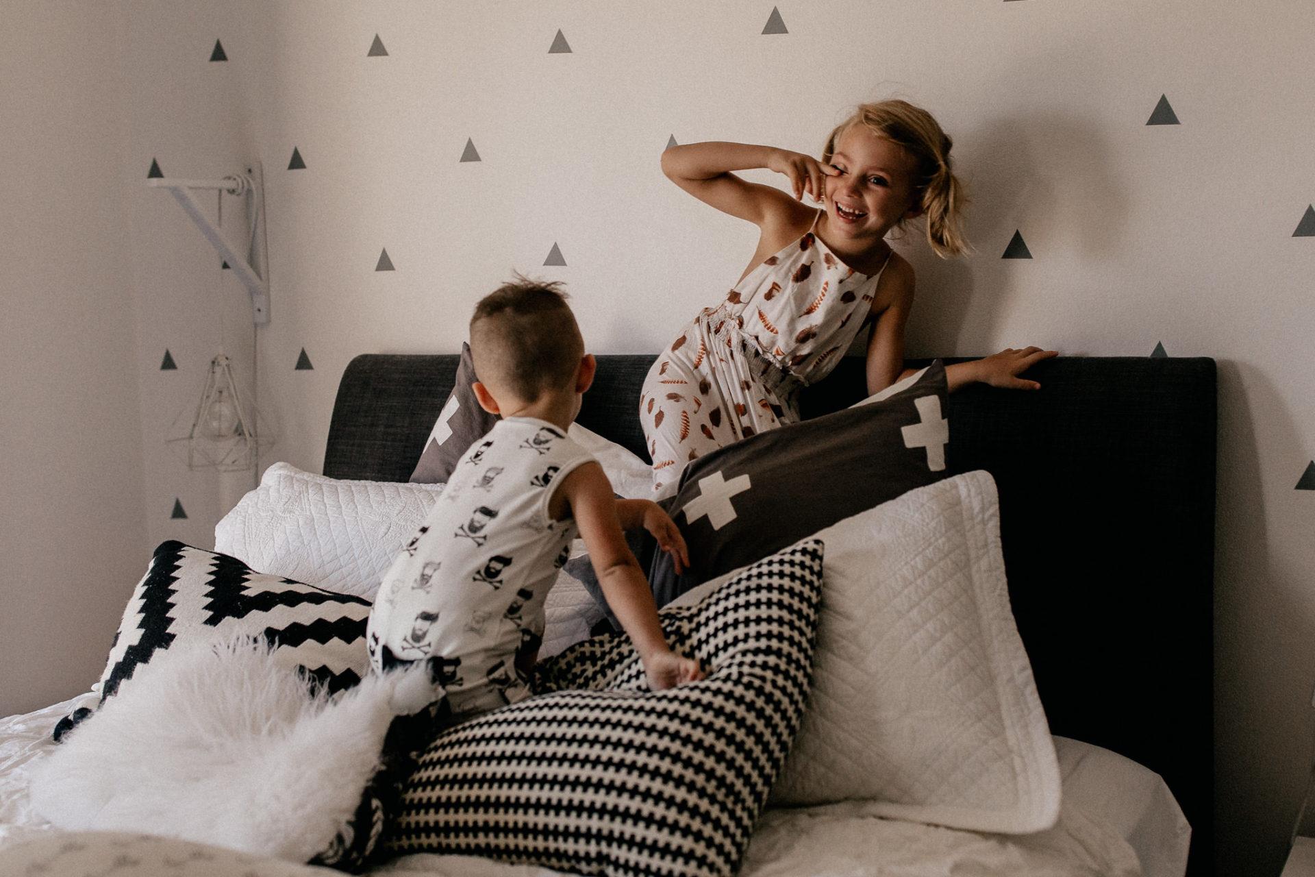 Familienfotos im Urlaub-Australien mit Kindern-Coogee Beach Ausflug-family photo session homestory-Fotograf Australien