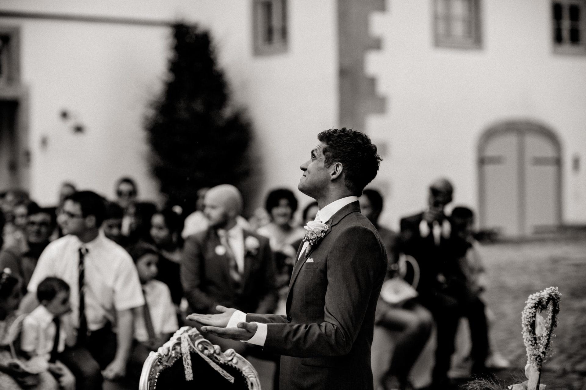 Hochzeitsfotograf Crailsheim-Wasserschloss Erkenbrechtshausen-Sommerhochzeit-Afghanisch-Deutsch heiraten-freie Trauung im Regen