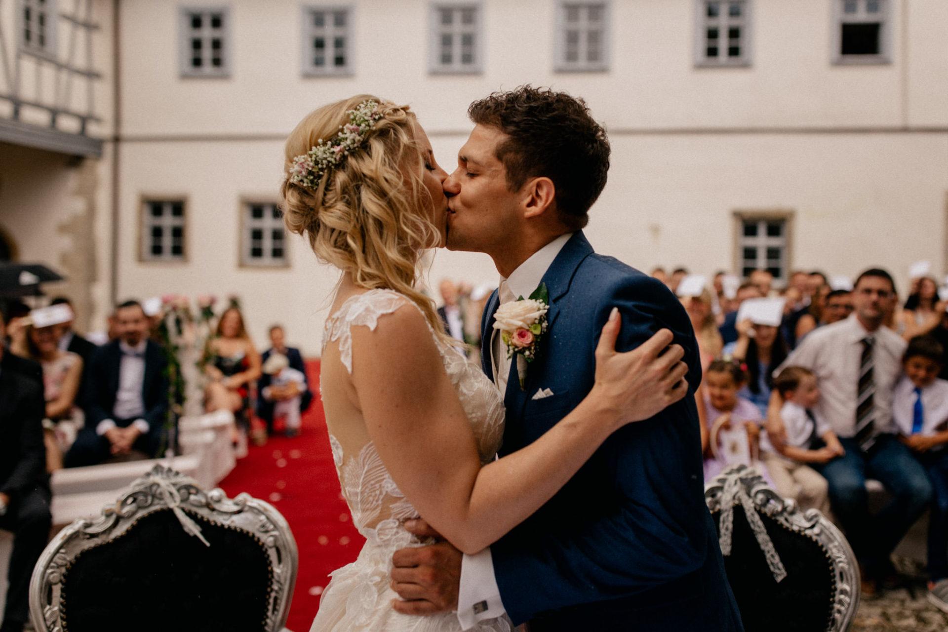 Hochzeitsfotograf Crailsheim-Wasserschloss Erkenbrechtshausen-Sommerhochzeit-Afghanisch-Deutsch heiraten-freie Trauung