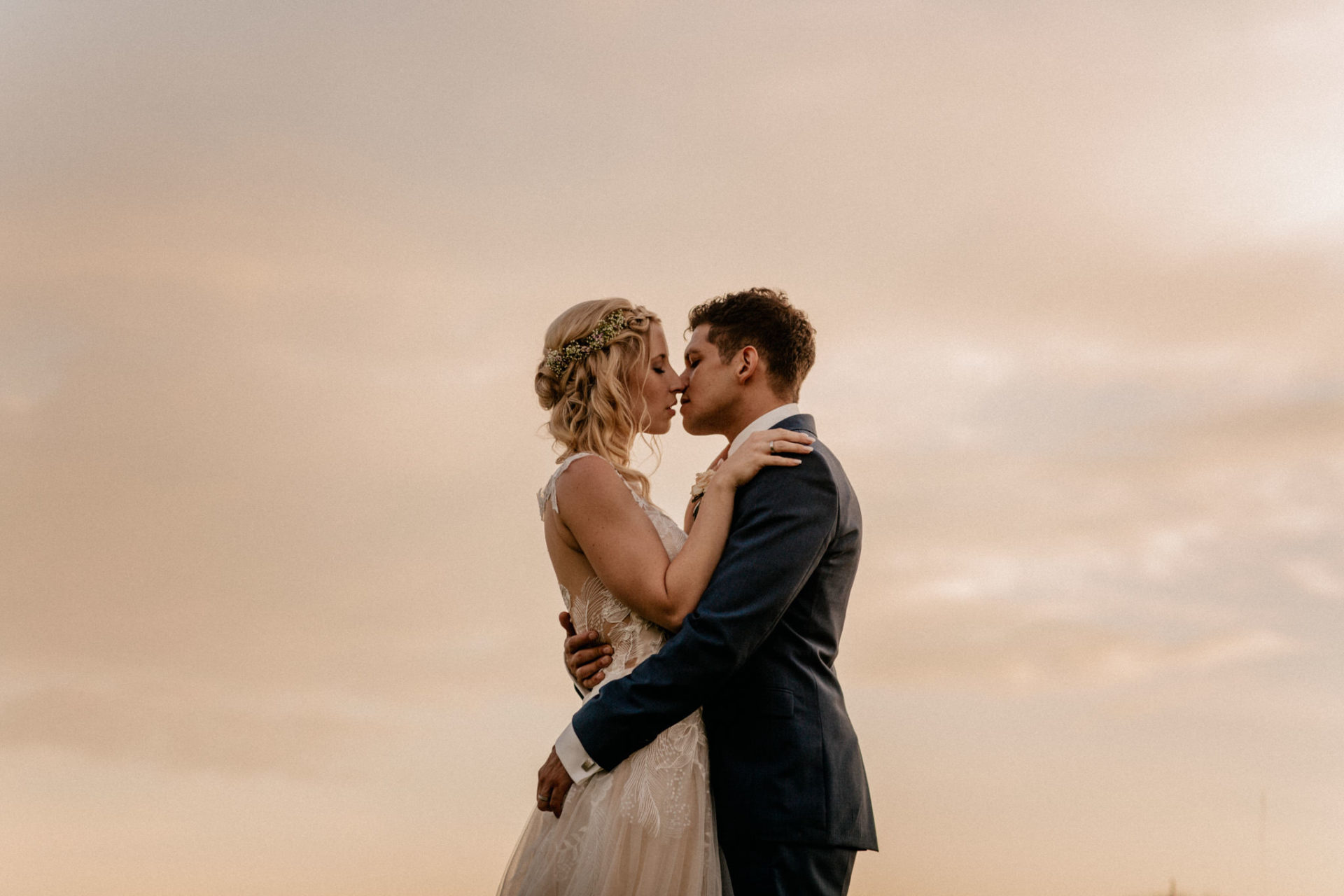Hochzeitsfotograf Crailsheim-Wasserschloss Erkenbrechtshausen-Sommerhochzeit-Afghanisch-Deutsch heiraten-Hochzeitsportrait