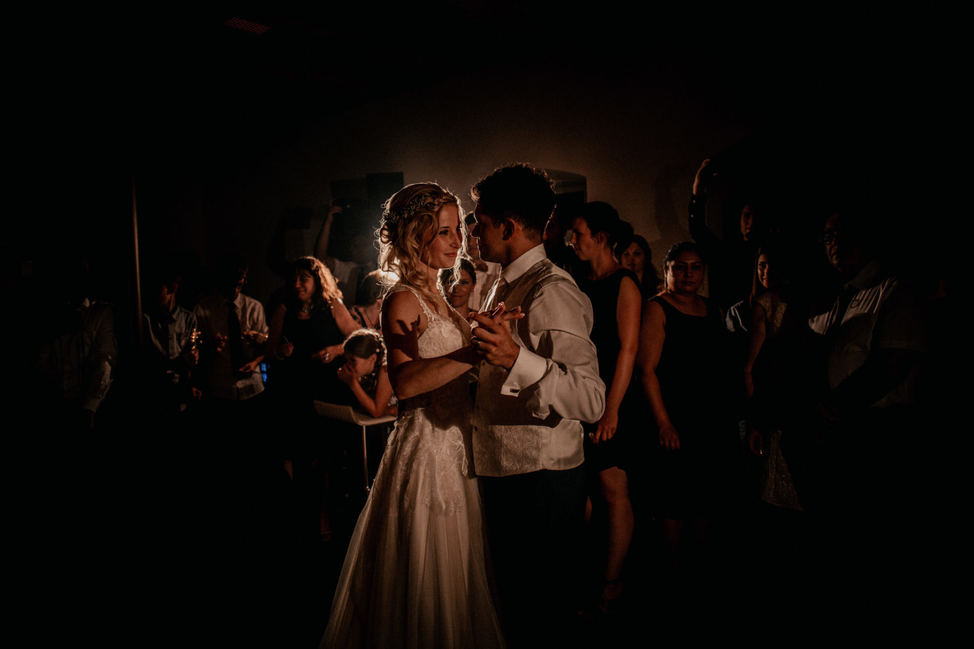 Hochzeitsfotograf Crailsheim-Wasserschloss Erkenbrechtshausen-Sommerhochzeit-Afghanisch-Deutsch-Party