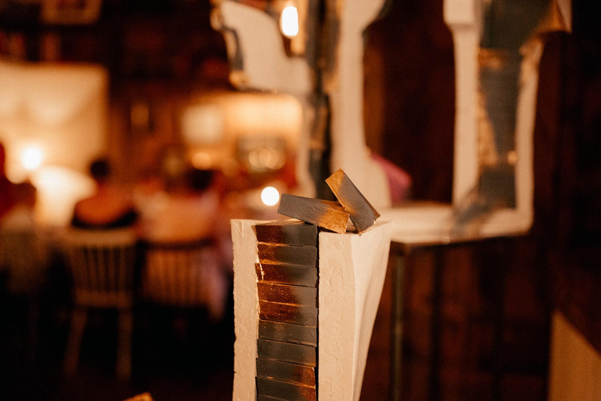 dokumentarische ungestellte kreative hochzeitsfotografie-hochzeitsfotograf berlin-katz orange party-hamburger Bahnhof Feier-eleganze exklusive berlin Hochzeit-hauptstadthochzeit-internationle deutsch amerikanische Hochzeitsgesellschaft