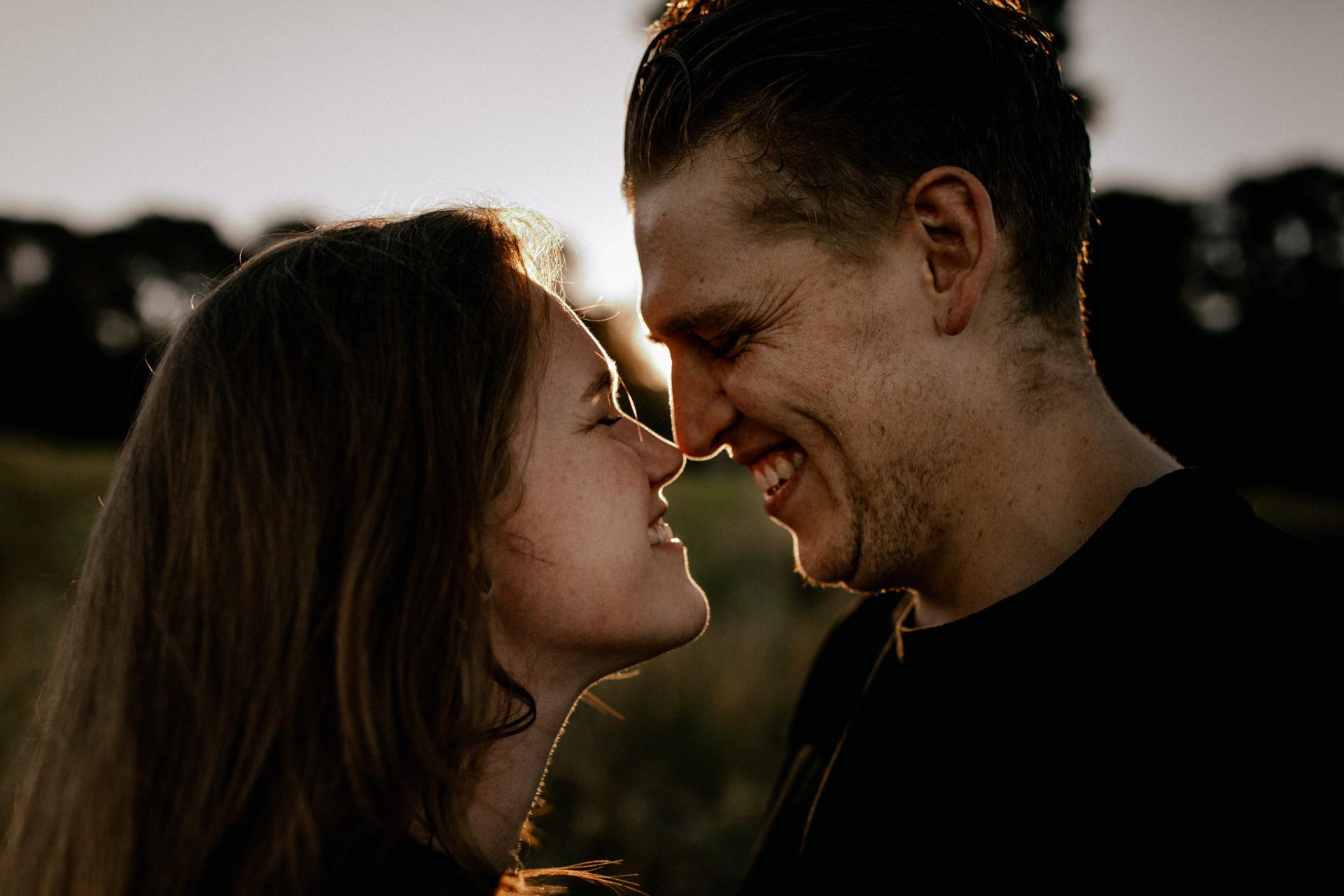 dokumentarische Hochzeitsfotografie-kreative ungestellte verlobungsbilder-Hochzeitsfotograf Australien-Mornington Peninsula Ausflug-Urlaub in Melbourne