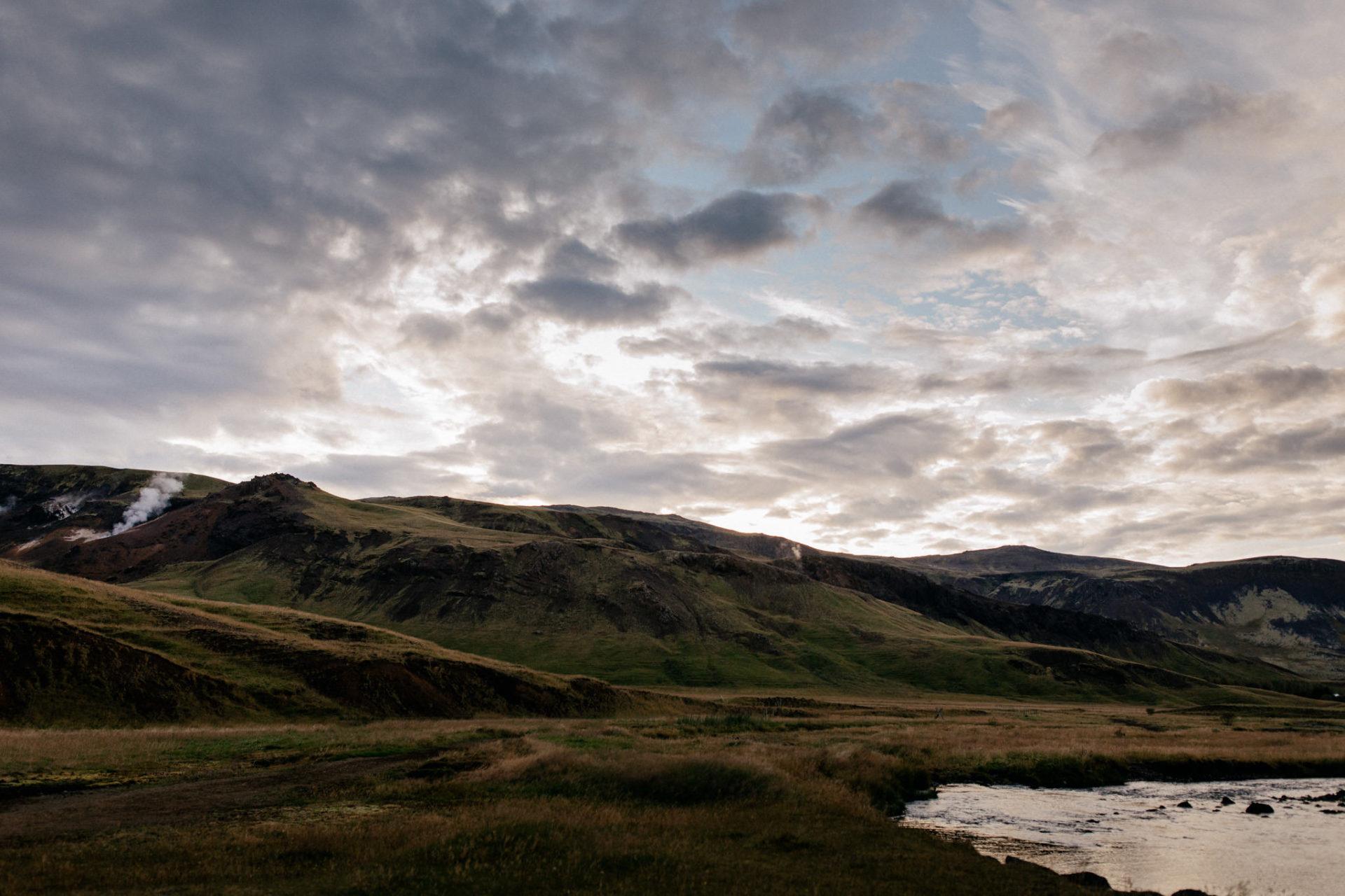 Verlobungsfotos-Island-Abeuteuer-Foto-Session-tolle-Landschaft-Schwefelquellen