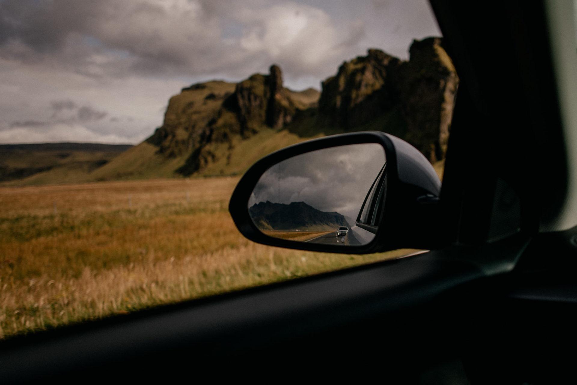 Verlobungsfotos-Island-Abeuteuer-Foto-Session-Roadtrip-island erkunden-Mietwagen Hertz