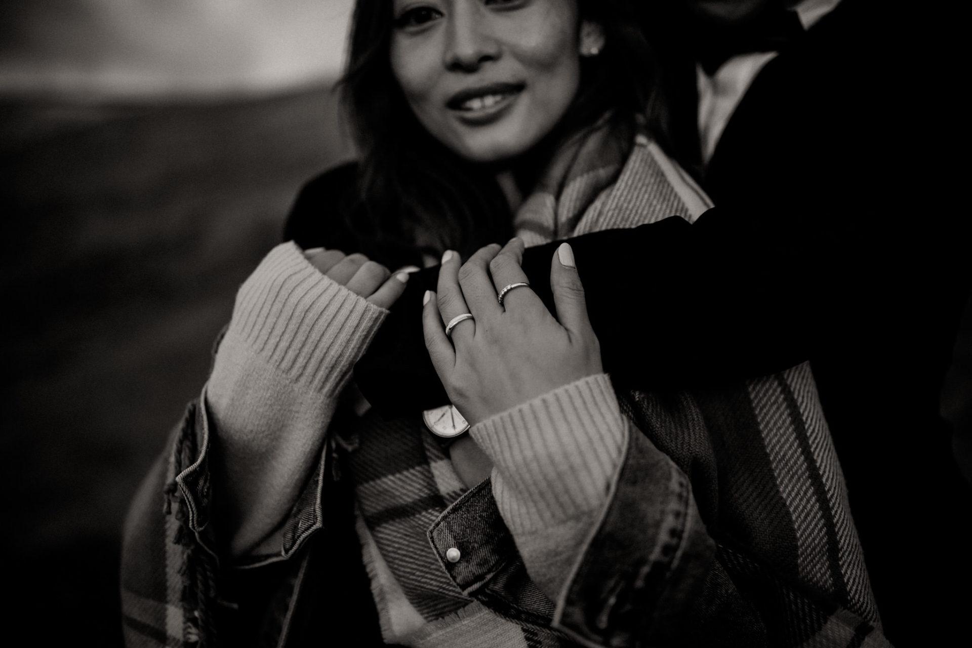 Verlobungsfotos-Island-Abeuteuer-Foto-Session-Wanderung-In Love Session-Nahaufnahme Paar-